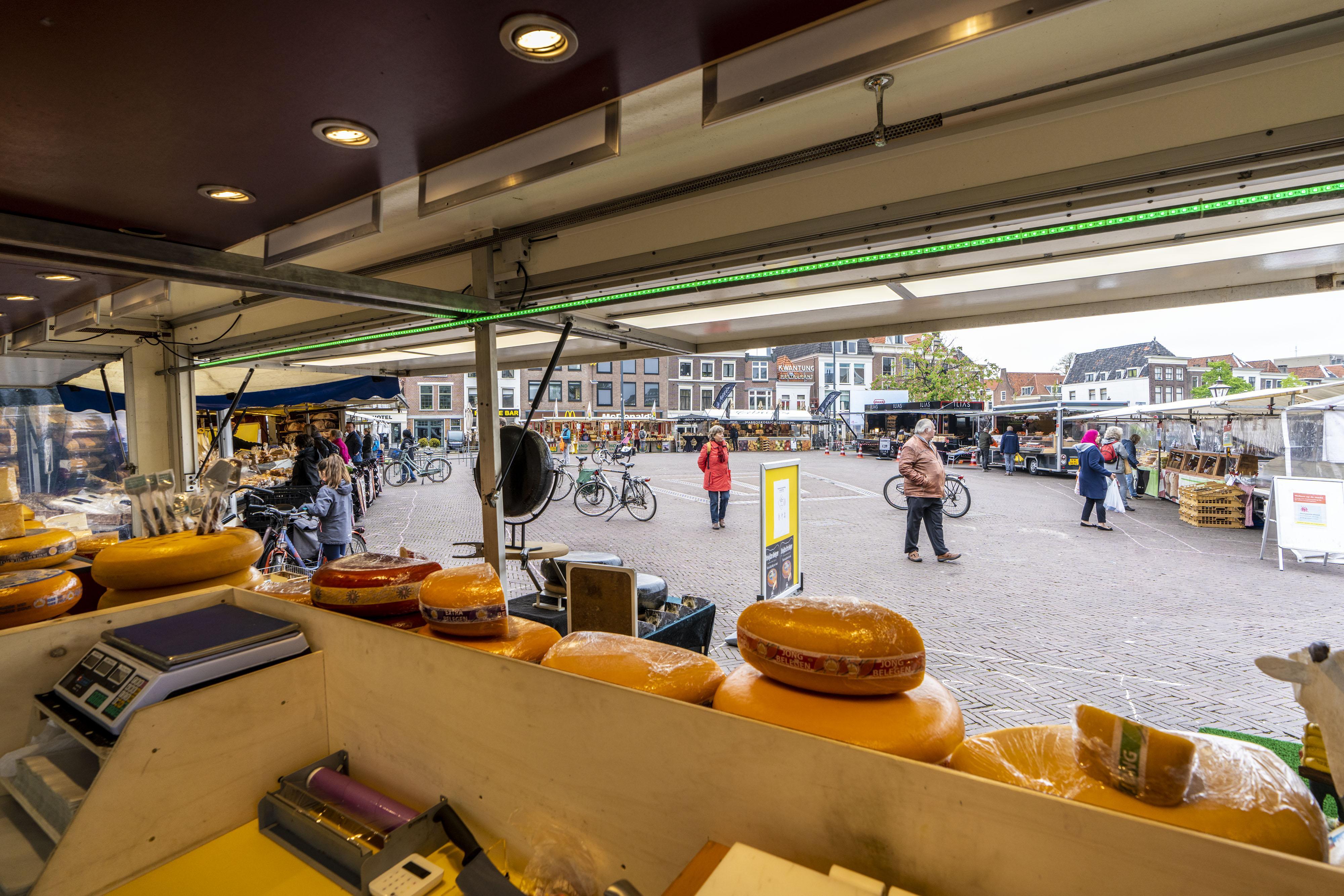 Wisselende reacties op de nieuwe en hopelijk tijdelijke Leidse woensdagmarkt: 'Niks, unheimisch en toch ook een beetje Frans'