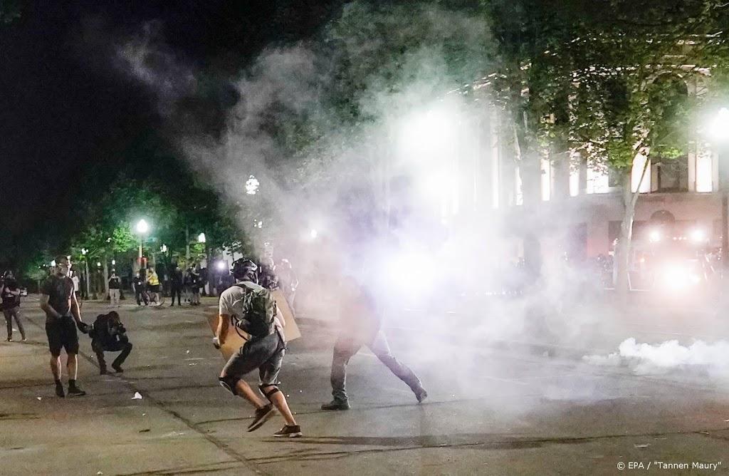 Politie VS drijft demonstranten Kenosha met traangas uiteen