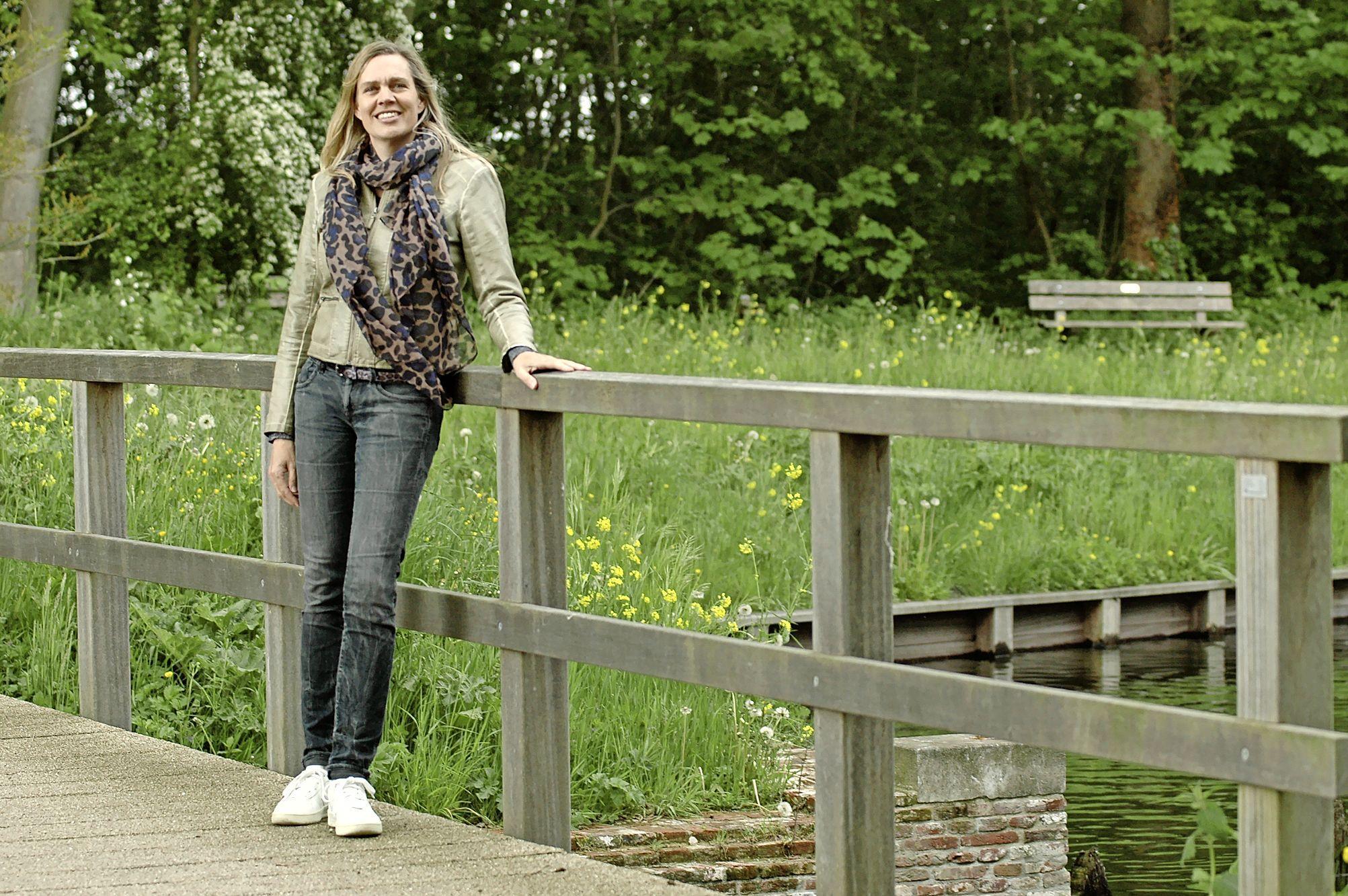 'Een huis in een stralingsarm gebied is voor ons niet te betalen.' Anouk de Bont uit Weesp gaat niet bij de pakken neerzitten na verloren rechtszaak tegen telecomzendmast vlakbij haar huis