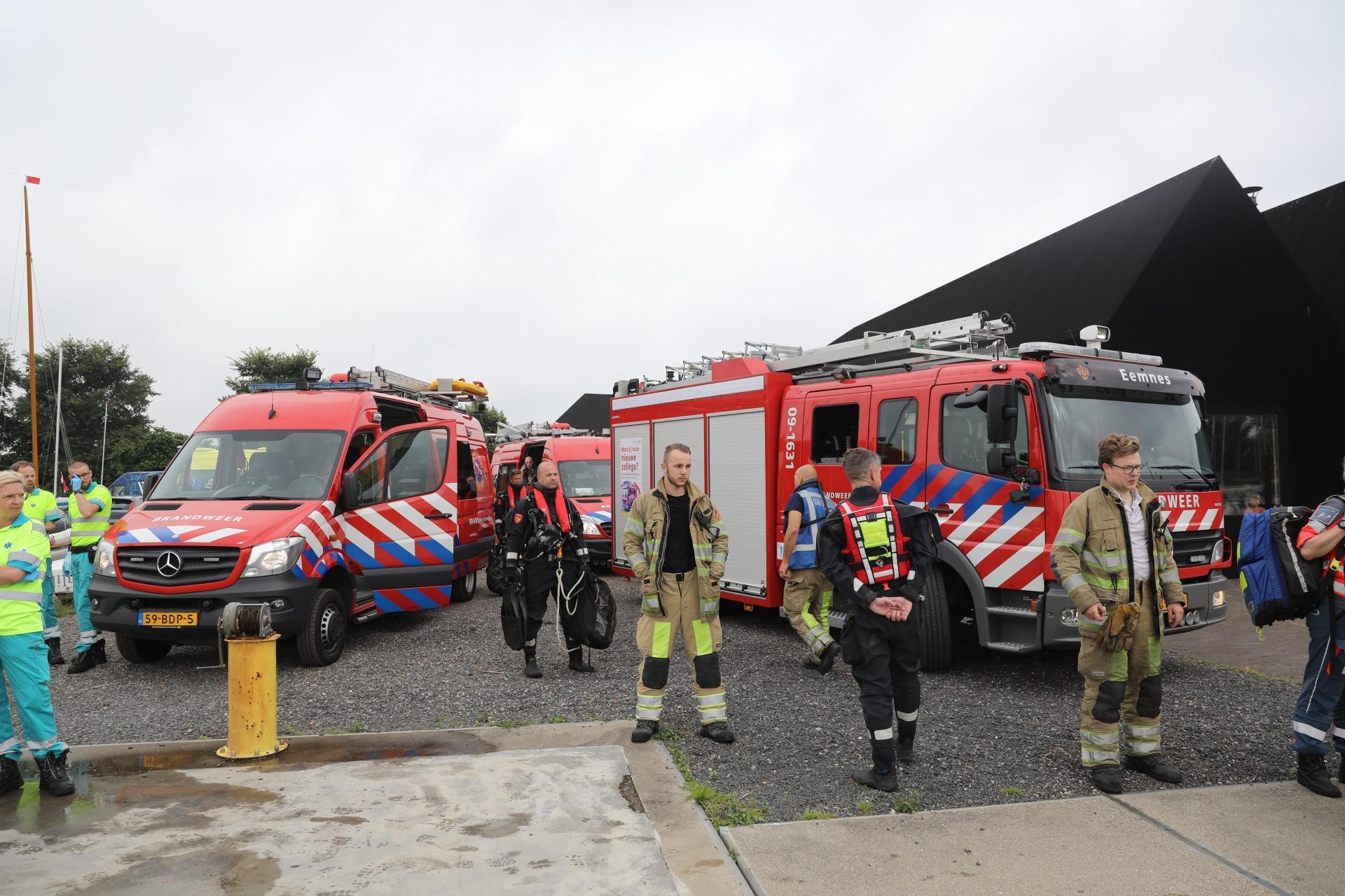 Grote hulpactie op Eemmeer en bij jachthaven 't Raboes in Eemnes na melding diefstal boot en man te water