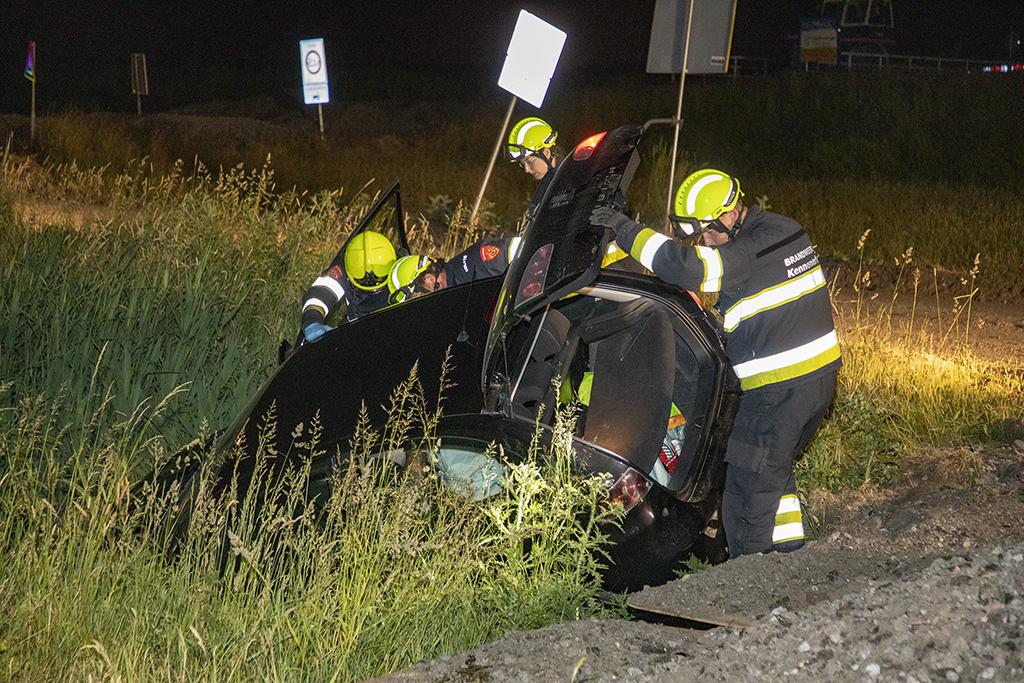 Automobilist raakt te water op afgesloten weg Halfweg en wordt gearresteerd