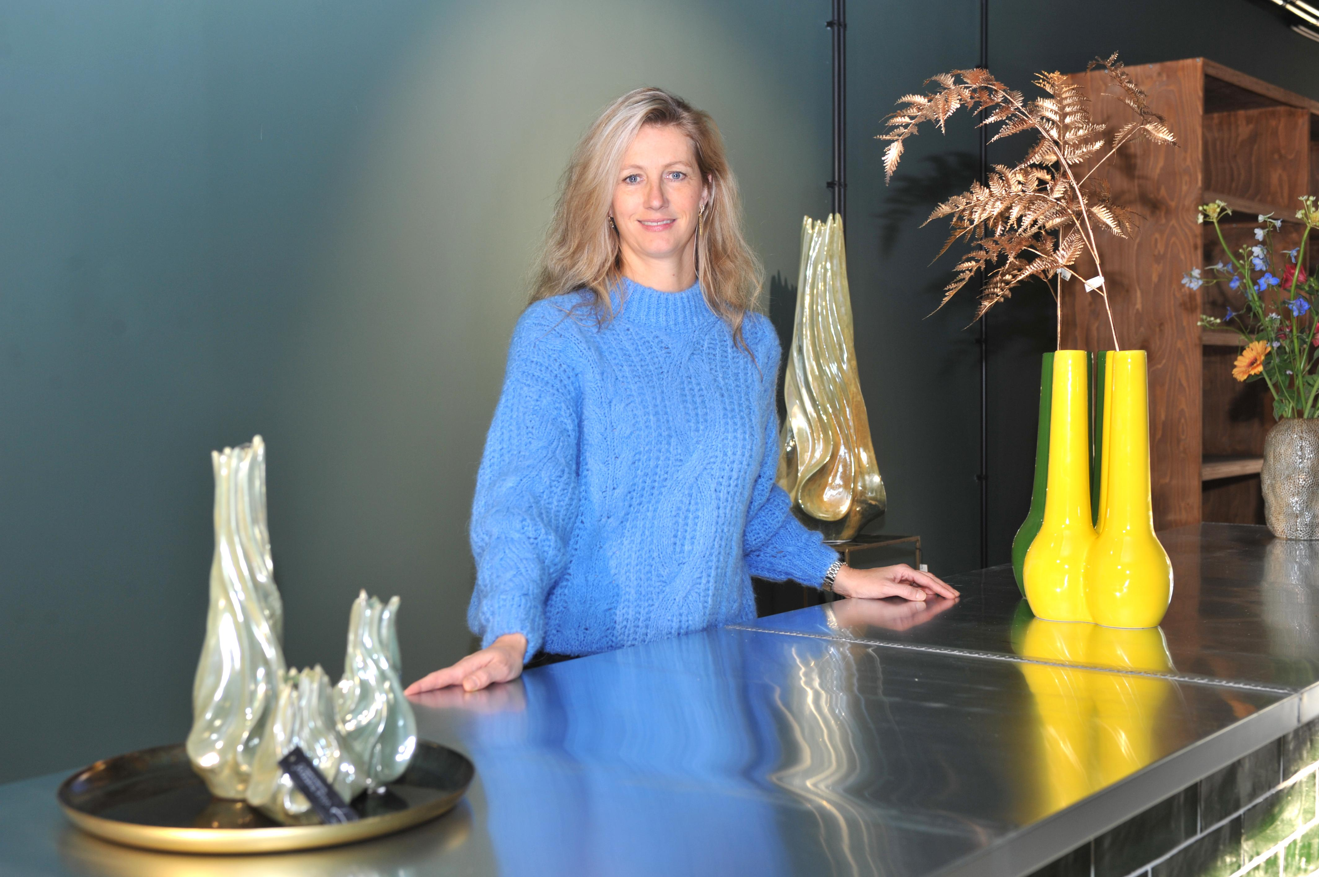 Arianne opent vrijdag nieuwe bloemenzaak in centrum van Beverwijk: 'Als je even stilstaat en de schoonheid van een bloem bekijkt, dan geeft dat een geluksmoment'