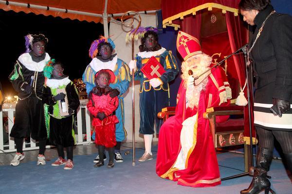 Zwarte Piet blijft in Naarden nog zwart