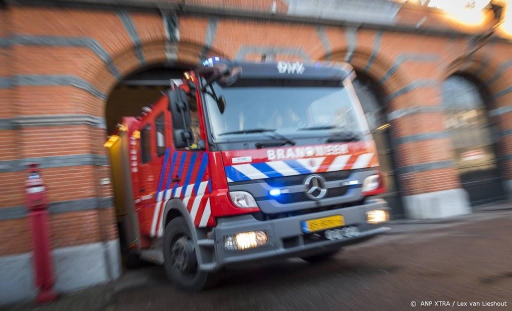 Grote brand in loods met foodtrucks in Amsterdam