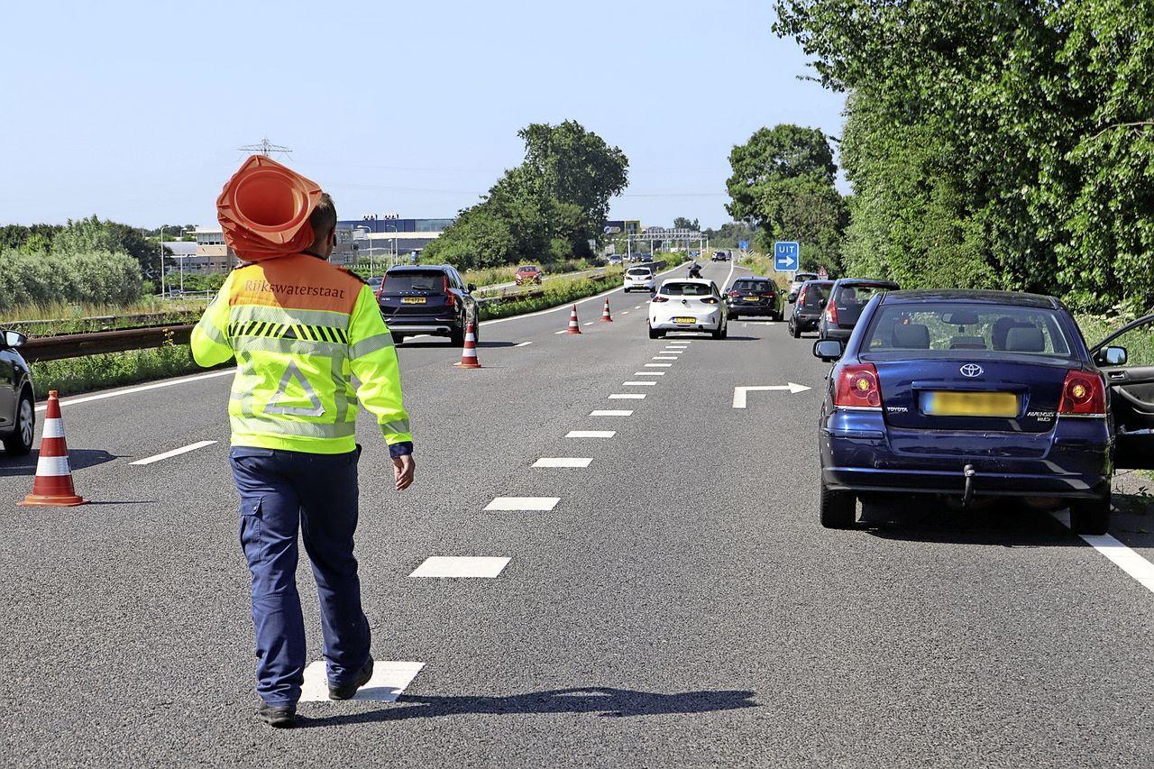 Drie voertuigen betrokken bij aanrijding op A44 bij Sassenheim, automobilisten negeren massaal afzetting