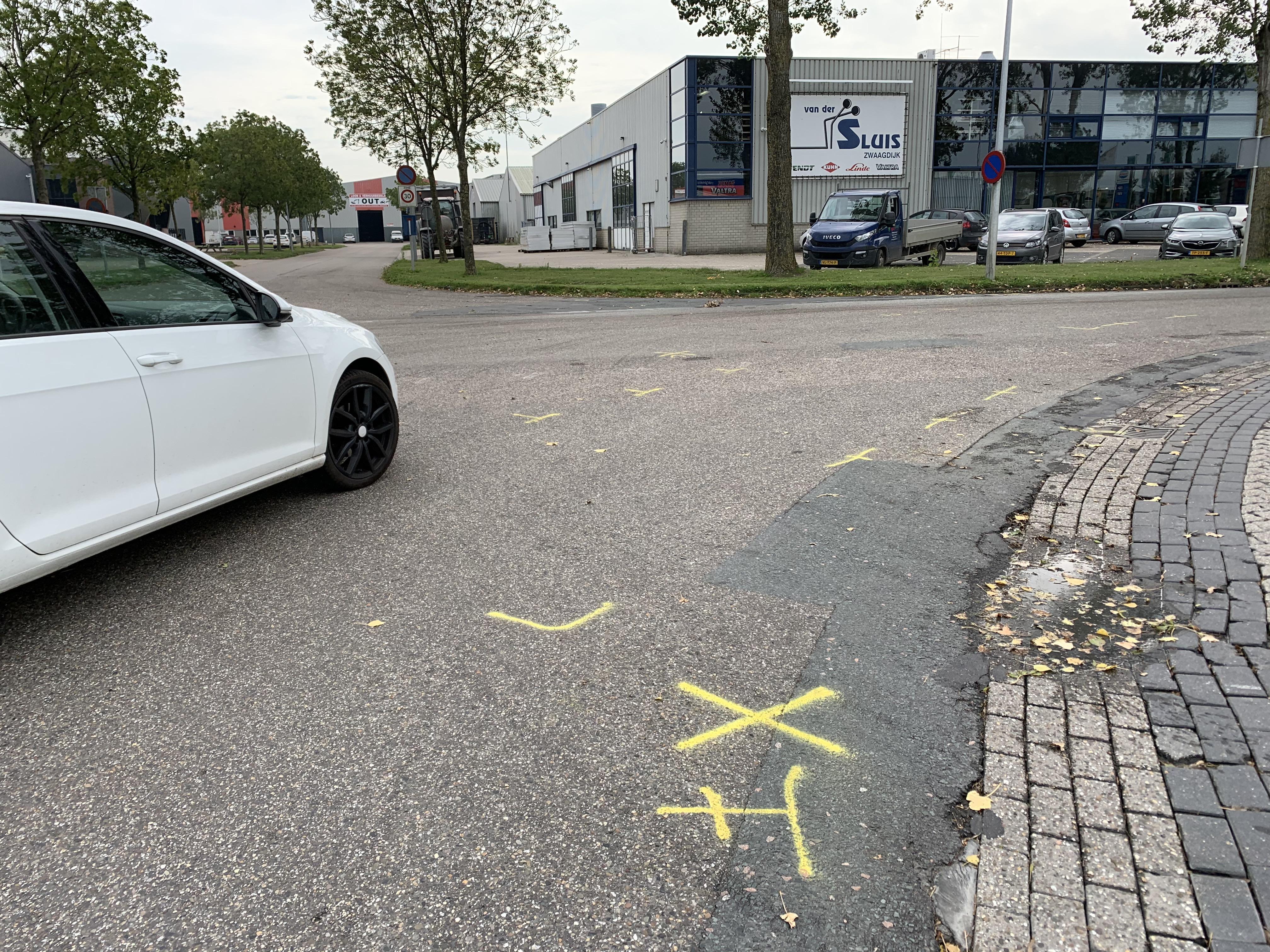 Slachtoffer ongeval Zwaagdijk fietsster (63) uit Venhuizen, betrokken transportbedrijf wil slachtoffer hart onder de riem steken maar wet zit dwars