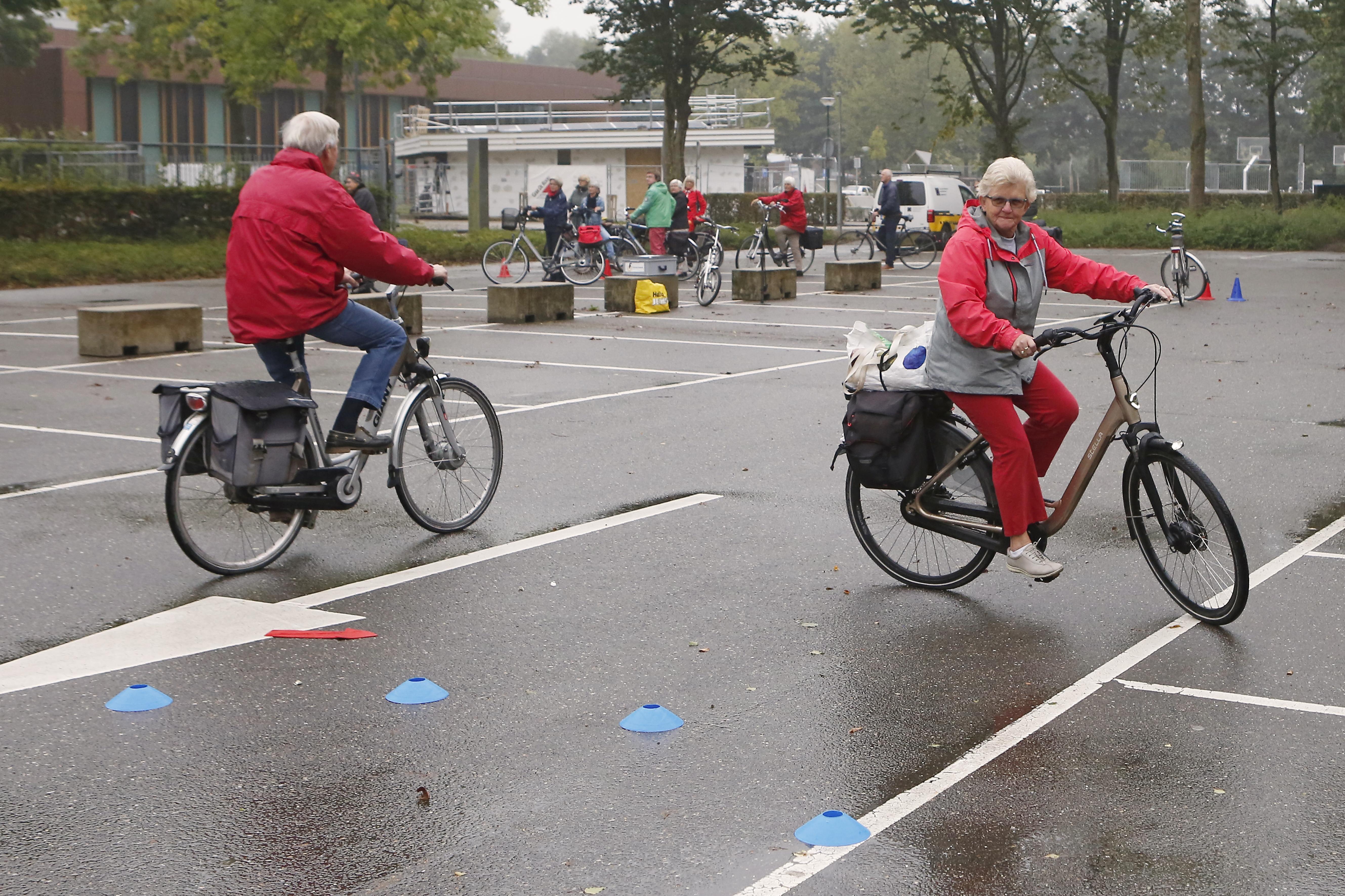 'Niet de e-bike maar de leeftijd is het probleem bij ouderen op de fiets.' Eemnes helpt senioren om tot hun honderdste fit te blijven doortrappen