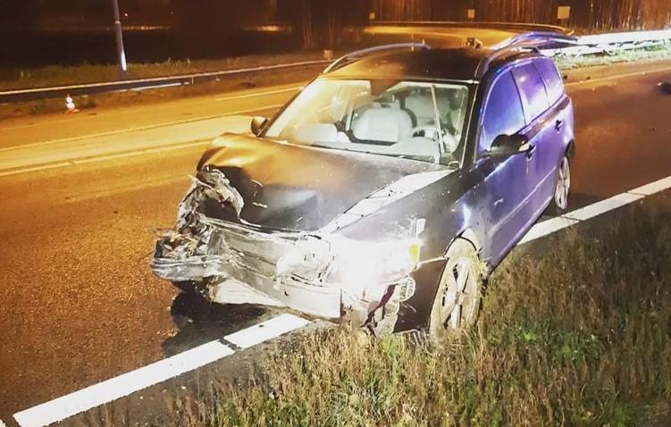 Automobilist van gecrashte auto op A9 verstopt zich in het riet voor de politie