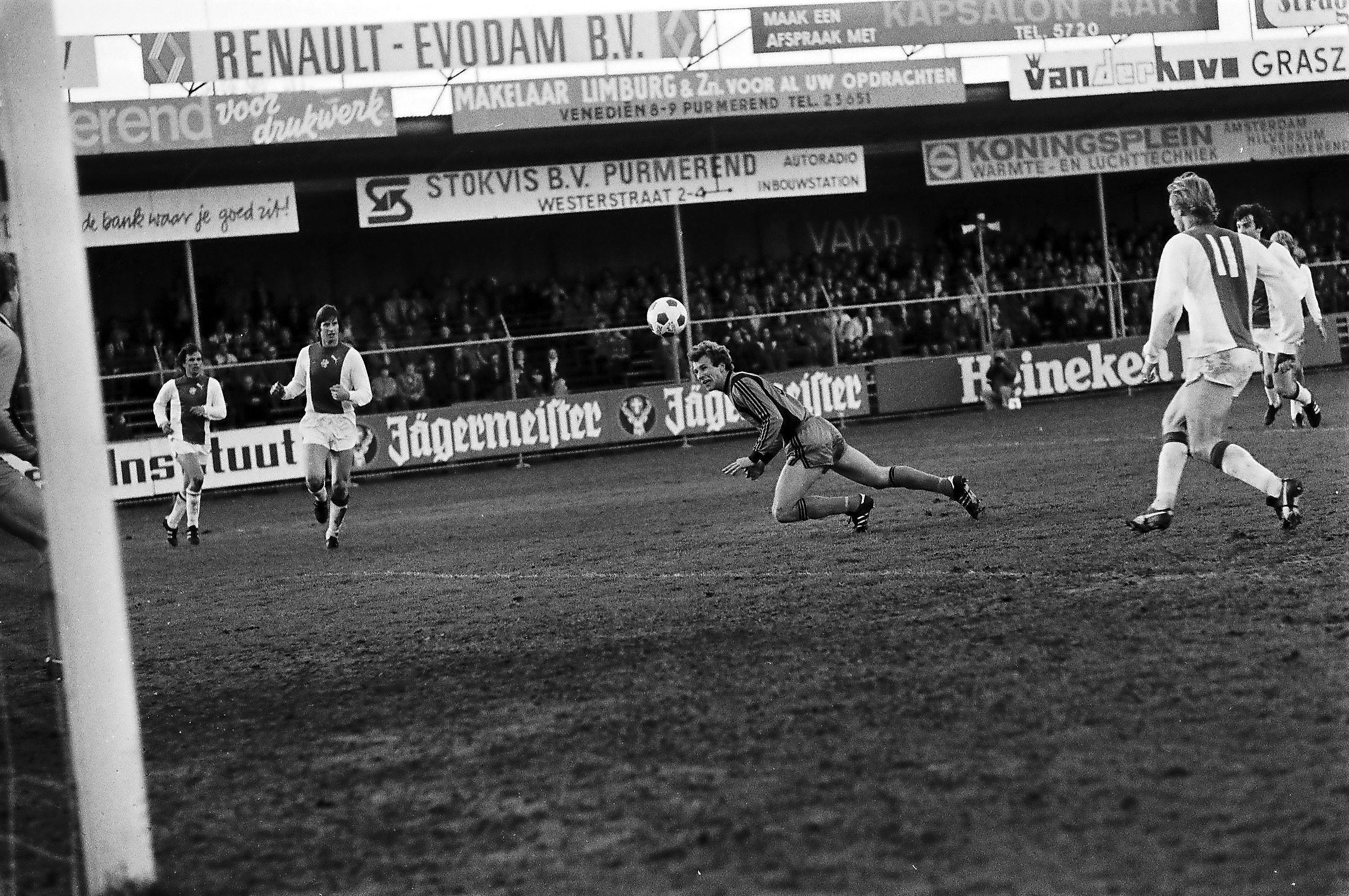 De Volendamse Beckenbauer nam op een bijzondere manier afscheid van Ajax: 'Geen telefoontje, niks. Ik ben gewoon niet meer gegaan' | Nummer 30 in de Top 50 beste Volendamse voetballers [video]