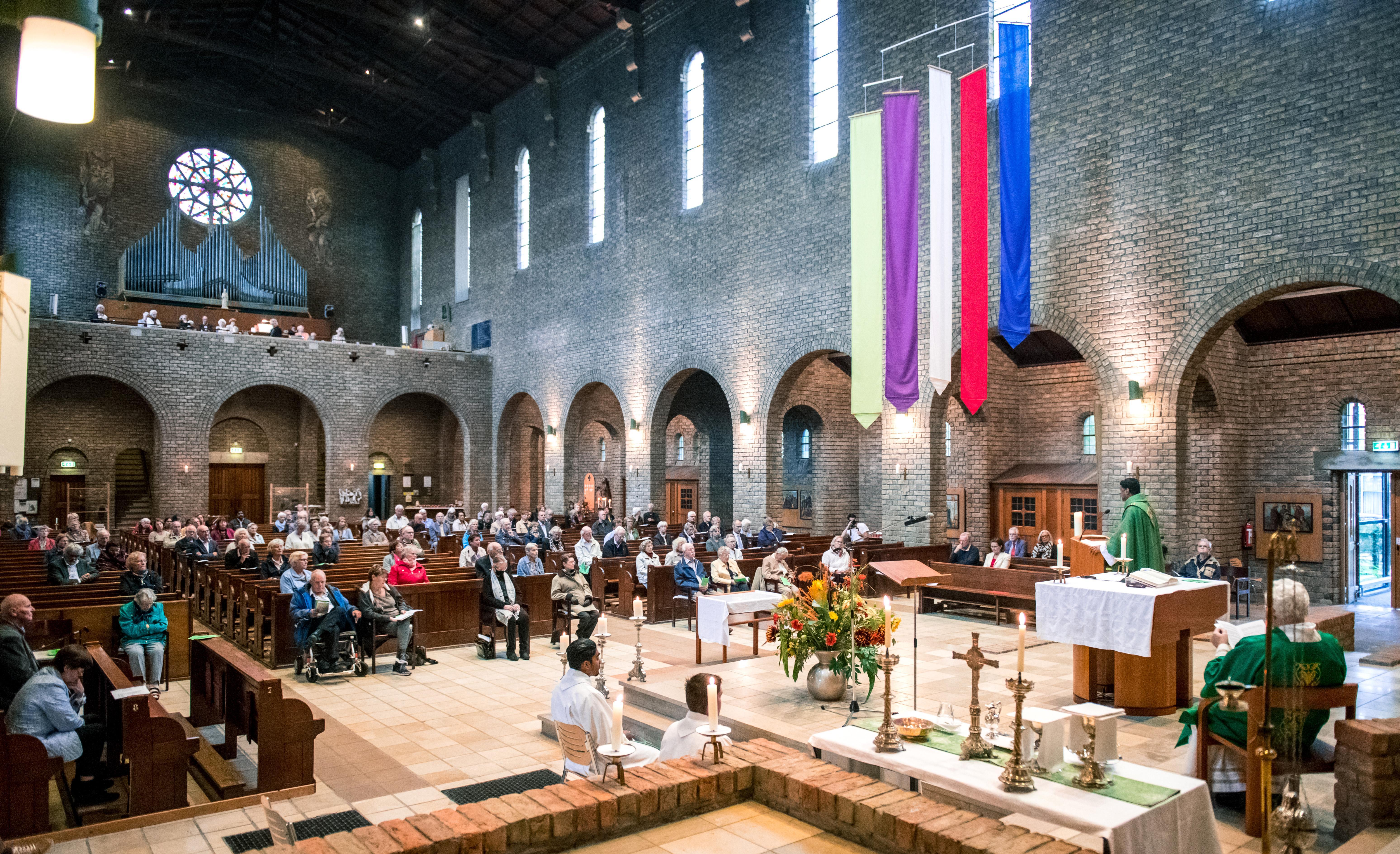Emotioneel afscheid van Mariakerk in Haarlem-Noord