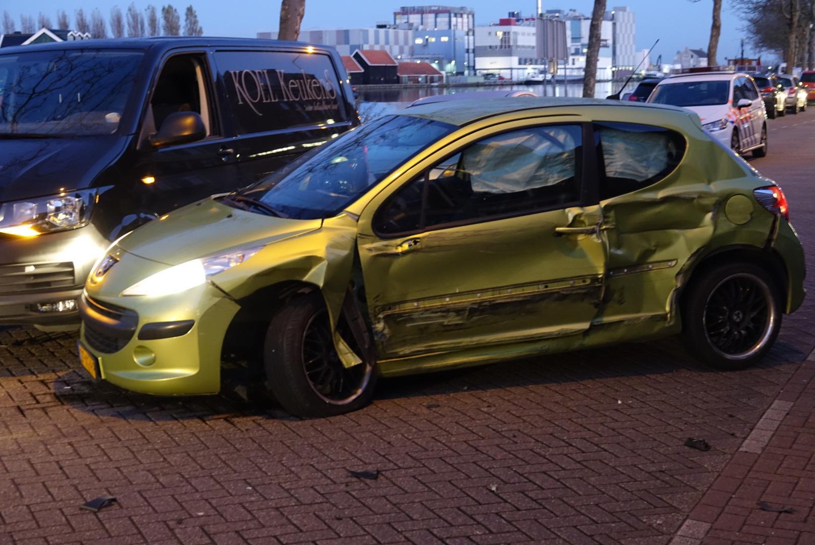 Vier wagens betrokken bij ongeluk in Wormerveer na mislukte inhaalactie