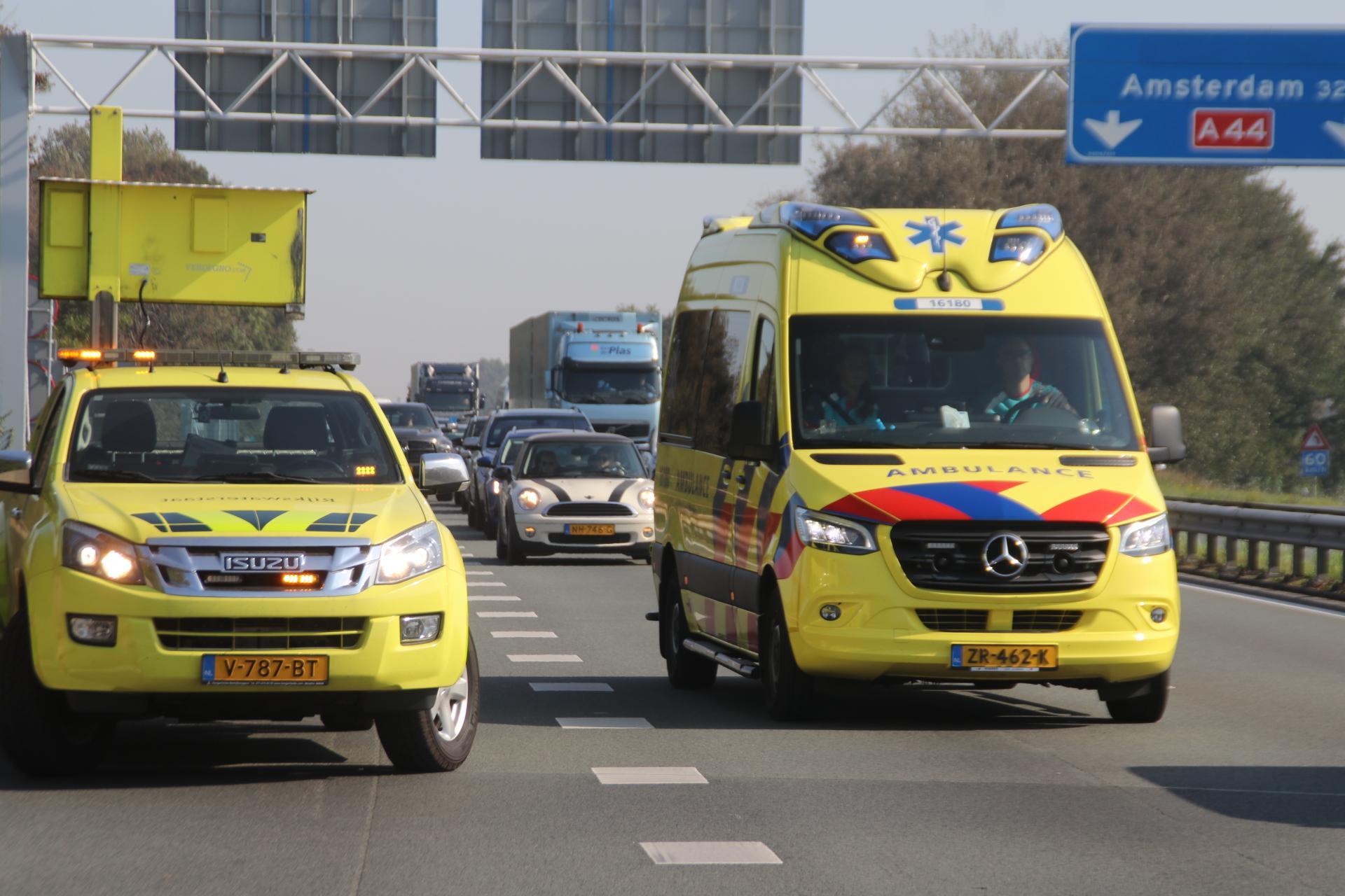 Kettingbotsing met drie voertuigen op de A44 bij Sassenheim, file loopt op