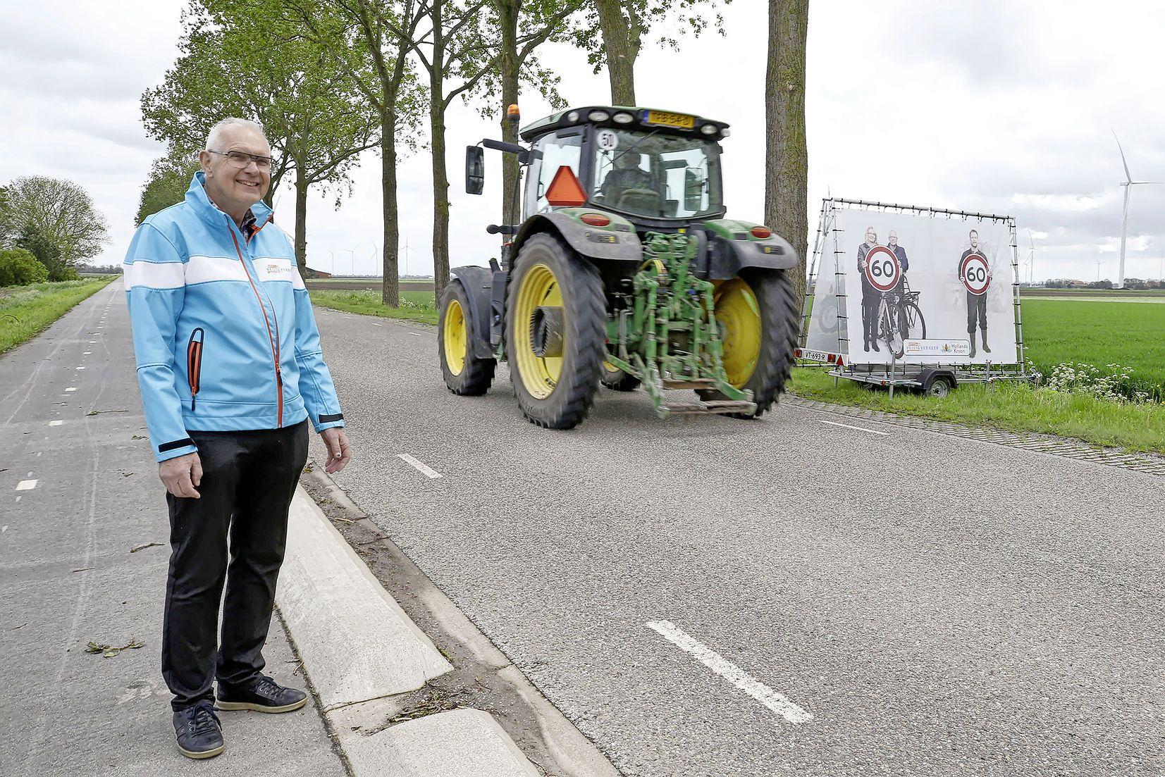 We scheuren massaal te hard over de Oosterterpweg in Wieringerwerf. Gevaarlijk voor fietsers, want alleen 'een drempeltje' van twintig centimeter scheidt hen van de rijbaan