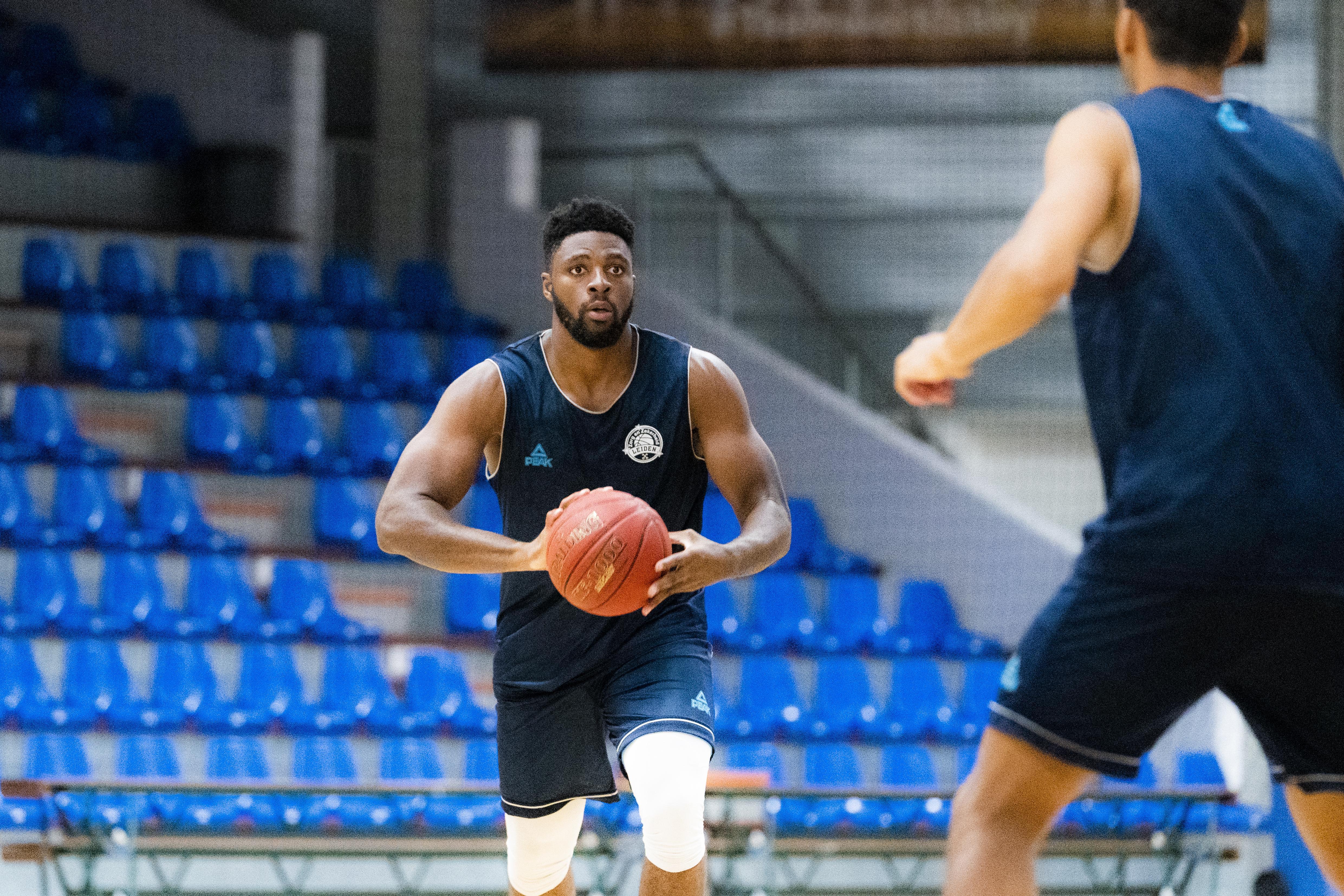 Eerste selectie voor basketballer Emmanuel Nzekwesi: 'Blij dat ik Oranje mag helpen winnen'
