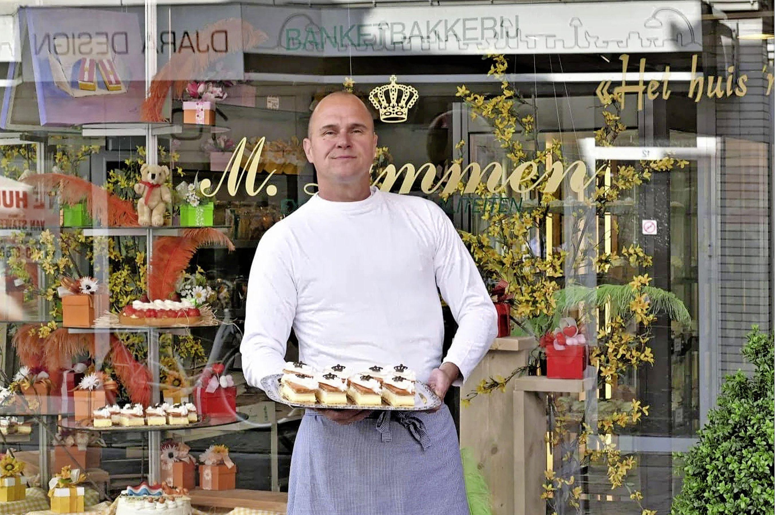 Met man en macht de hele nacht doorwerken: bakkers gaan los met tompouces voor Koningsdag. 'Vorig jaar zaten we op 5000'