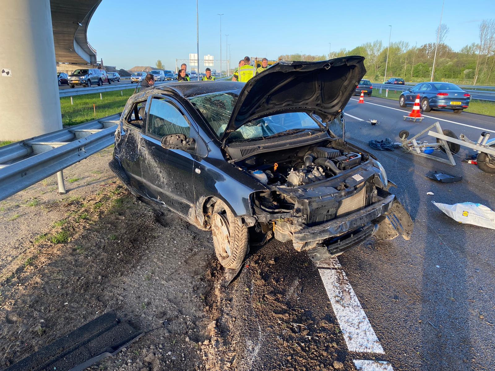 Persoon gewond bij auto-ongeluk op de A4, twee rijbanen afgesloten