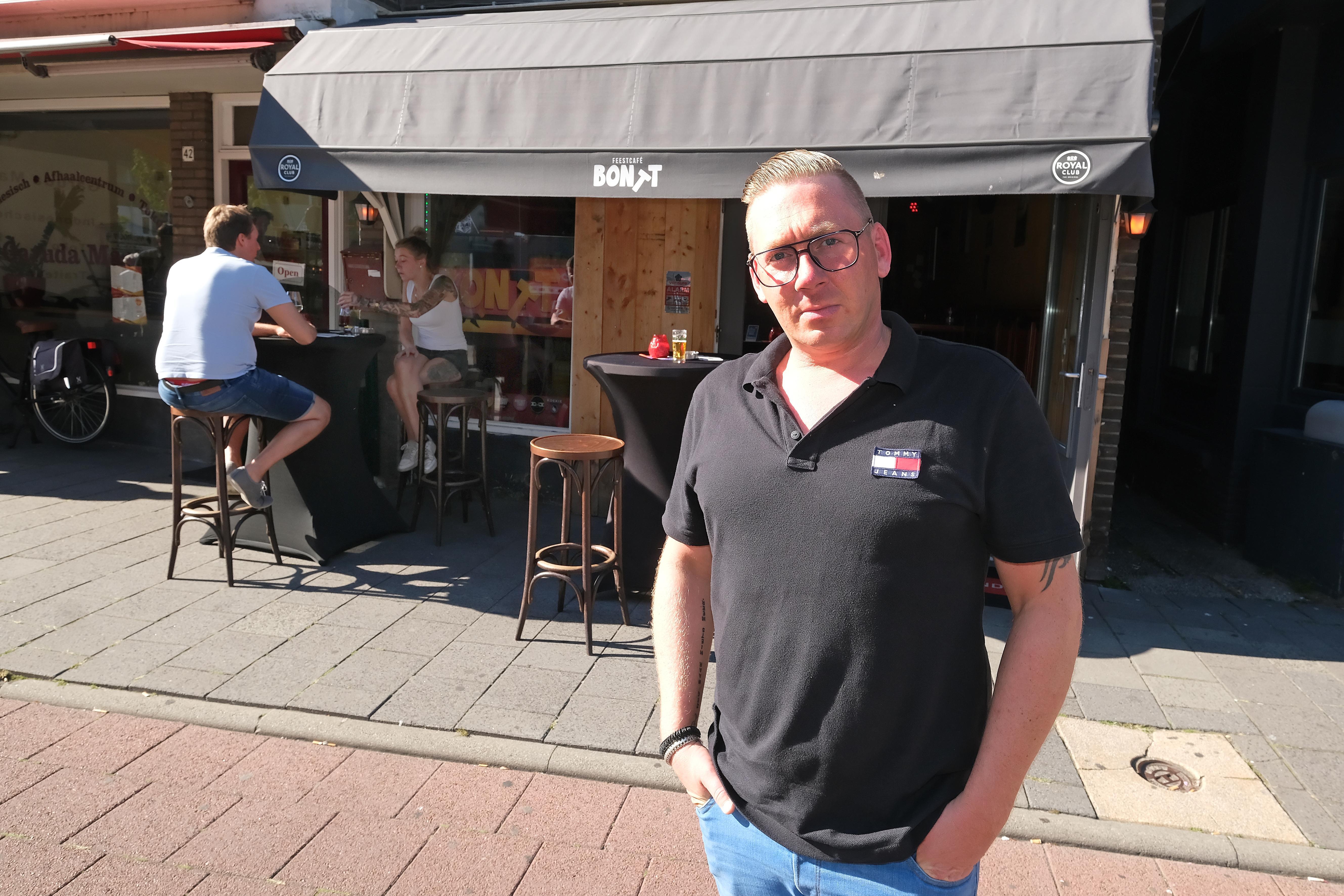 Kevin van Schijndel gooit in de weekenden, met pijn in 't hart, zijn café Bontt op slot; 'Die boa heeft het echt op ons gemunt'