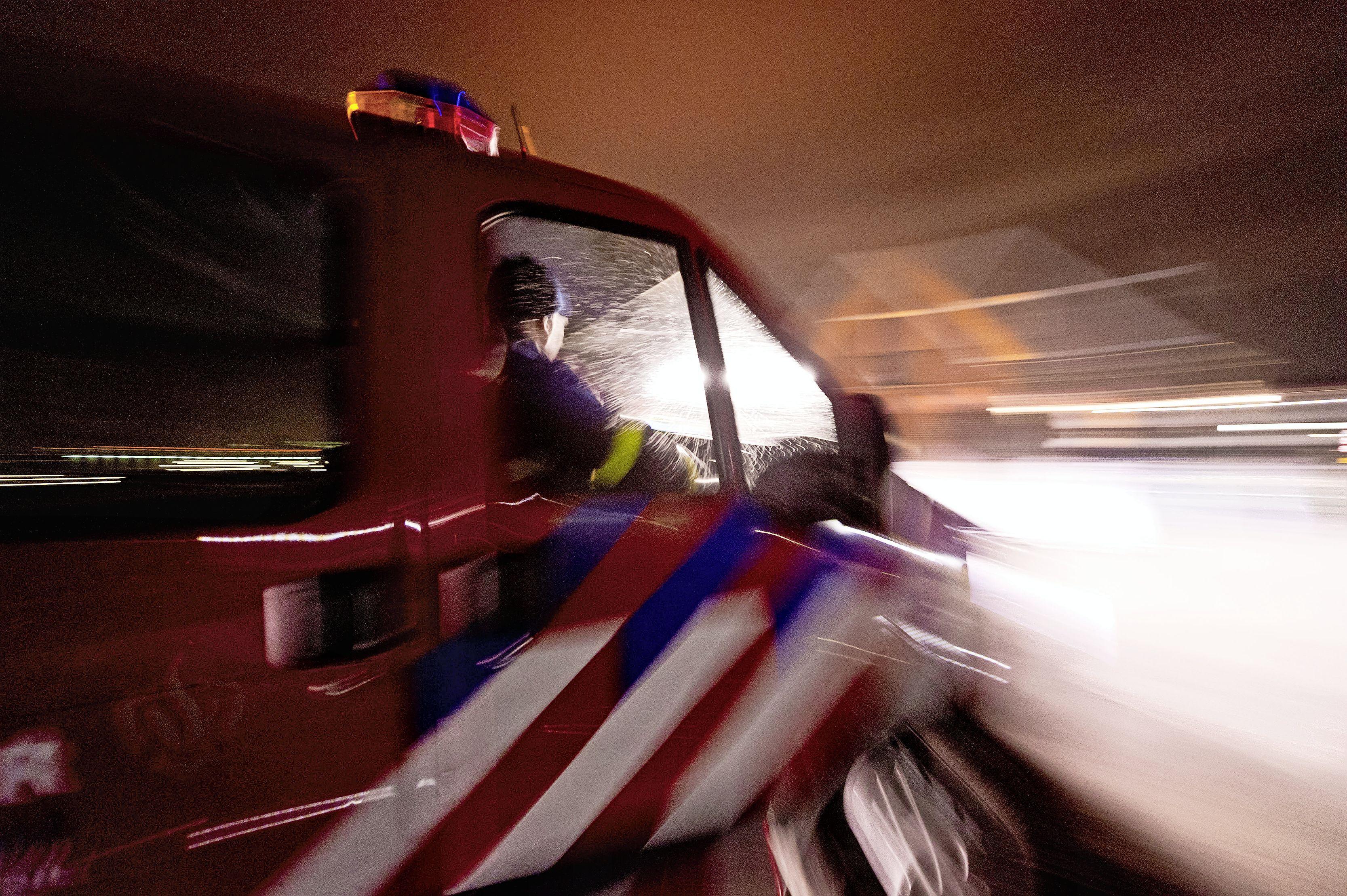 Poging tot brandstichting met vermoedelijk molotovcocktail in woning aan Kalverstraat in IJmuiden, twee verdachten zijn spoorloos