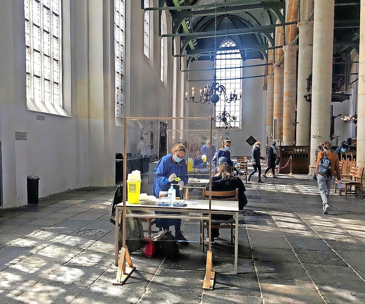 Vakantiegangers in West-Friesland willen van huisarts sneller vaccin tegen corona