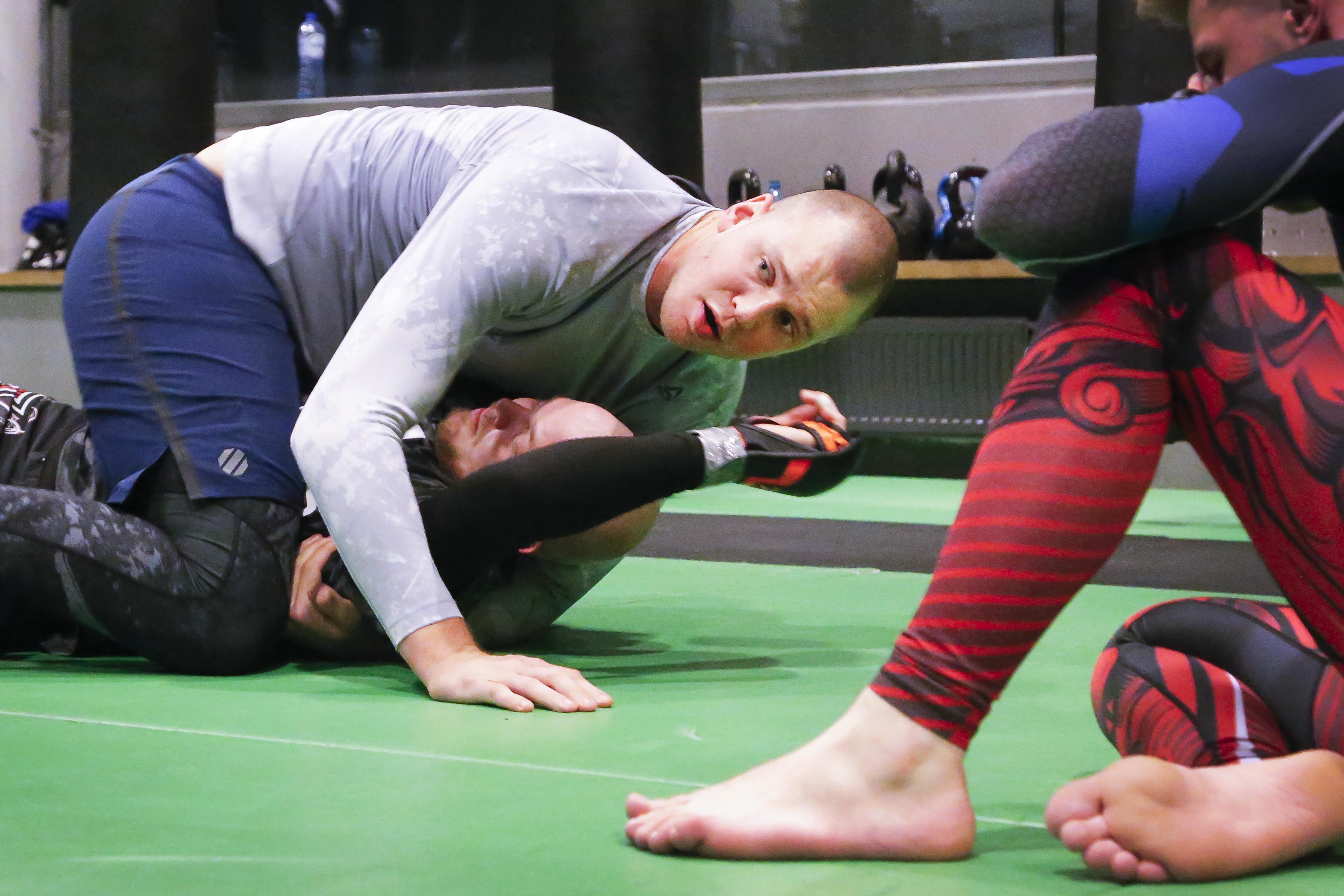 Stefan Struve komt niet in zijn ritme op 'Fight Island' van de UFC. Beverwijker verliest in Abu Dhabi in eerste ronde van Australiër Tai Tuivasa