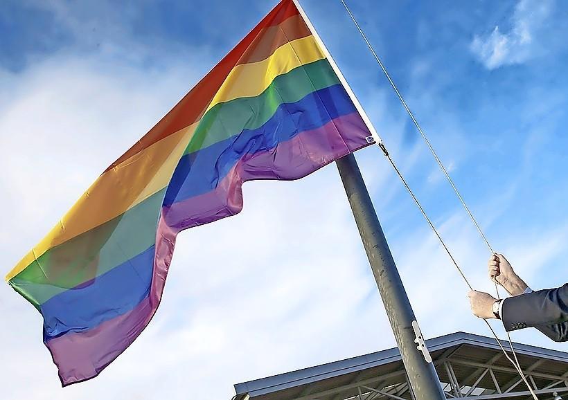 Regenboogvlag gaat ook in Beemster in top tijdens de Regenboogweek