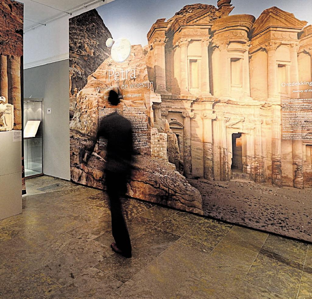 Publiek welkom bij opknapbeurt en onderzoek Romeinse sarcofaag in Leiden