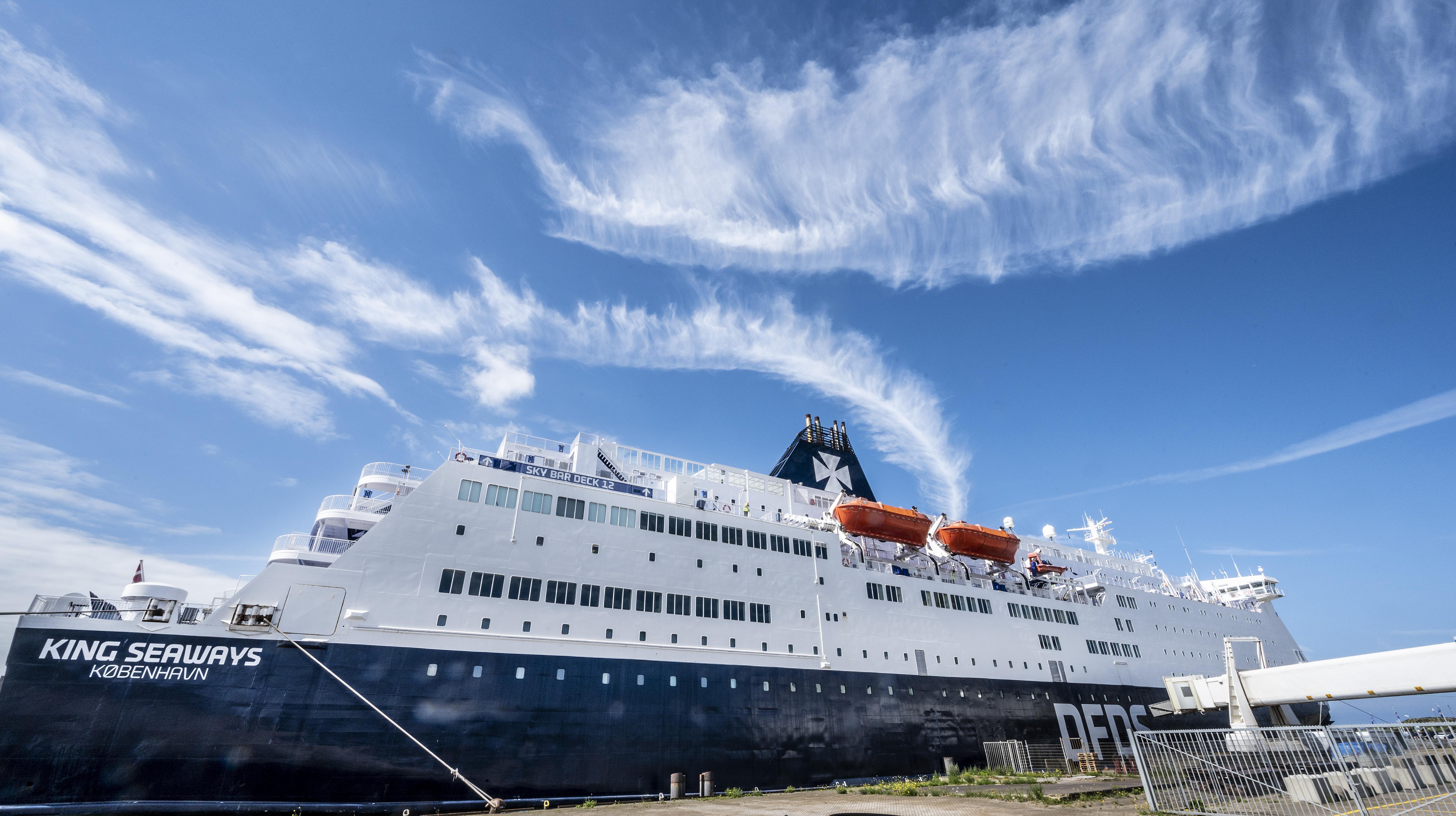 DFDS-schepen blijven varen tussen IJmuiden en Newcastle, ondanks de strengere Britse inreiseisen. 'Het is de verantwoordelijkheid van de reizigers of ze meewillen', zegt Teun Wim Leene van DFDS
