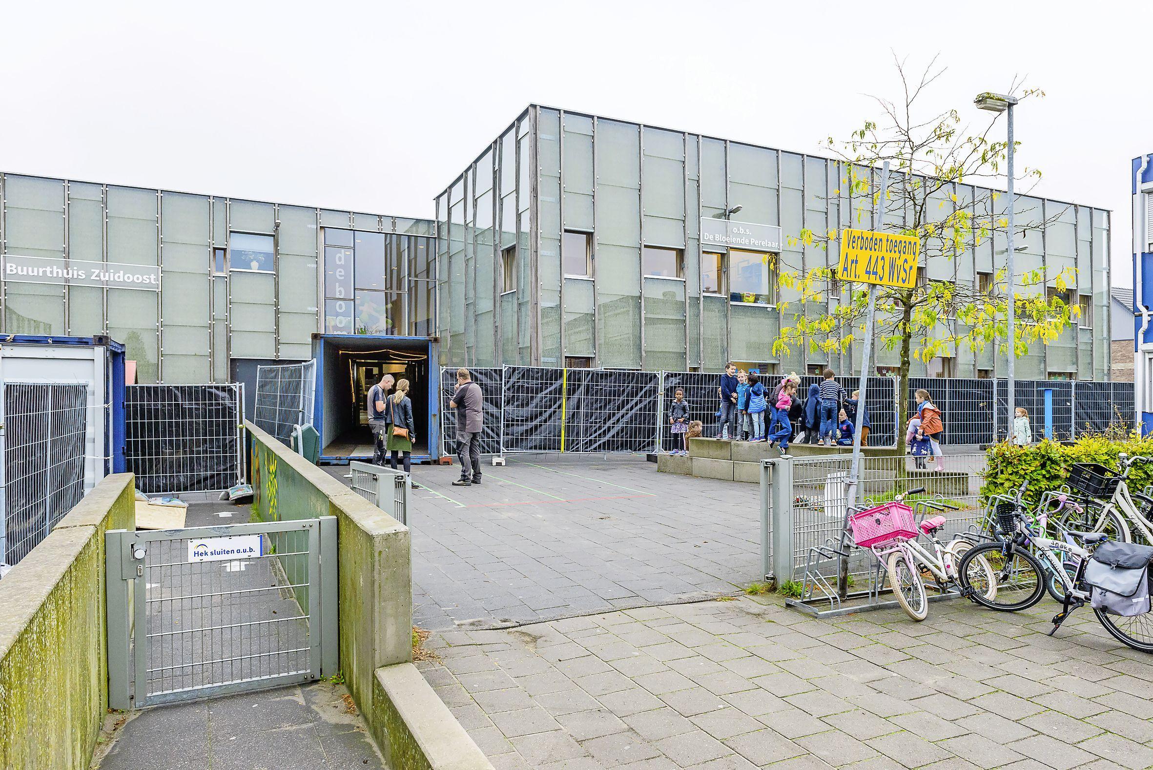 Herstellen van gevel De Boomgaard in Zuidoostbeemster kost 775.000 euro: nieuwe platen op gevel en muurtje vervangen