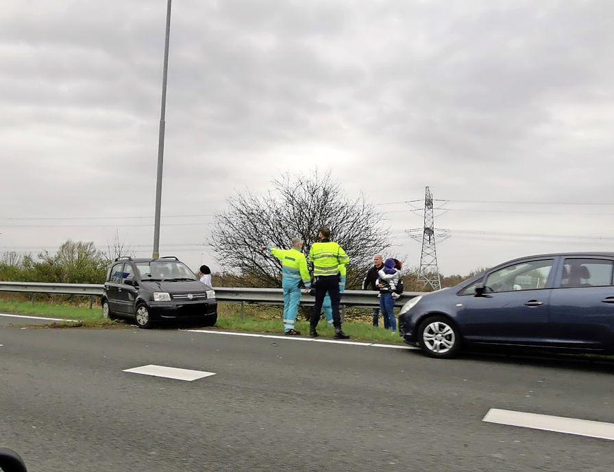 2 auto's botsen op elkaar op A8 richting Beverwijk, één persoon mee naar het ziekenhuis