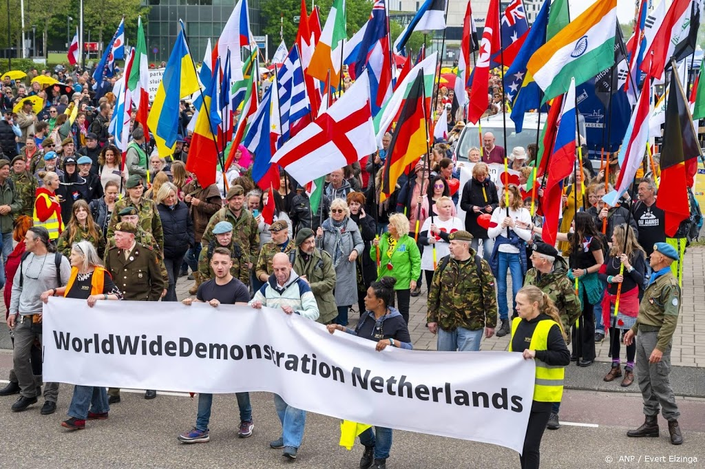 Duizenden lopen mee in vrijheidsmars in Amsterdam-Zuidoost