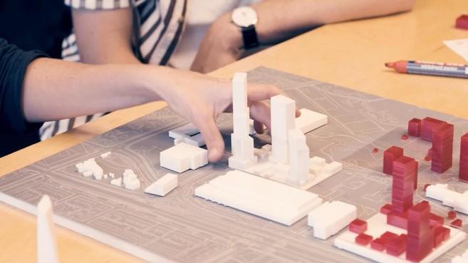 Zak geld uit Den Haag; nieuwe kanttekeningen Hilversums Belang bij aanmelding woningbouwprojecten
