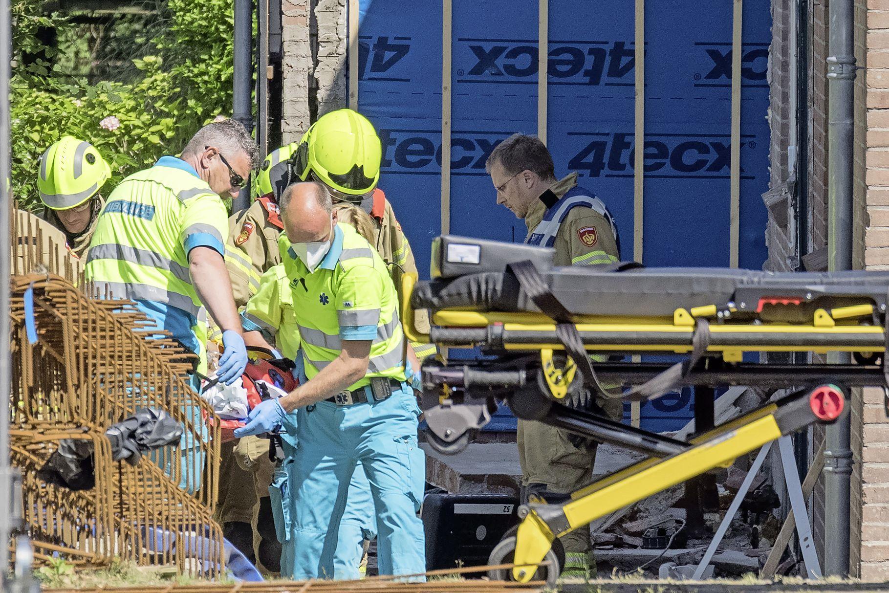 Sloopmuur valt op bouwvakker achter huis in Hoogkarspel: arbeidsinspectie start onderzoek