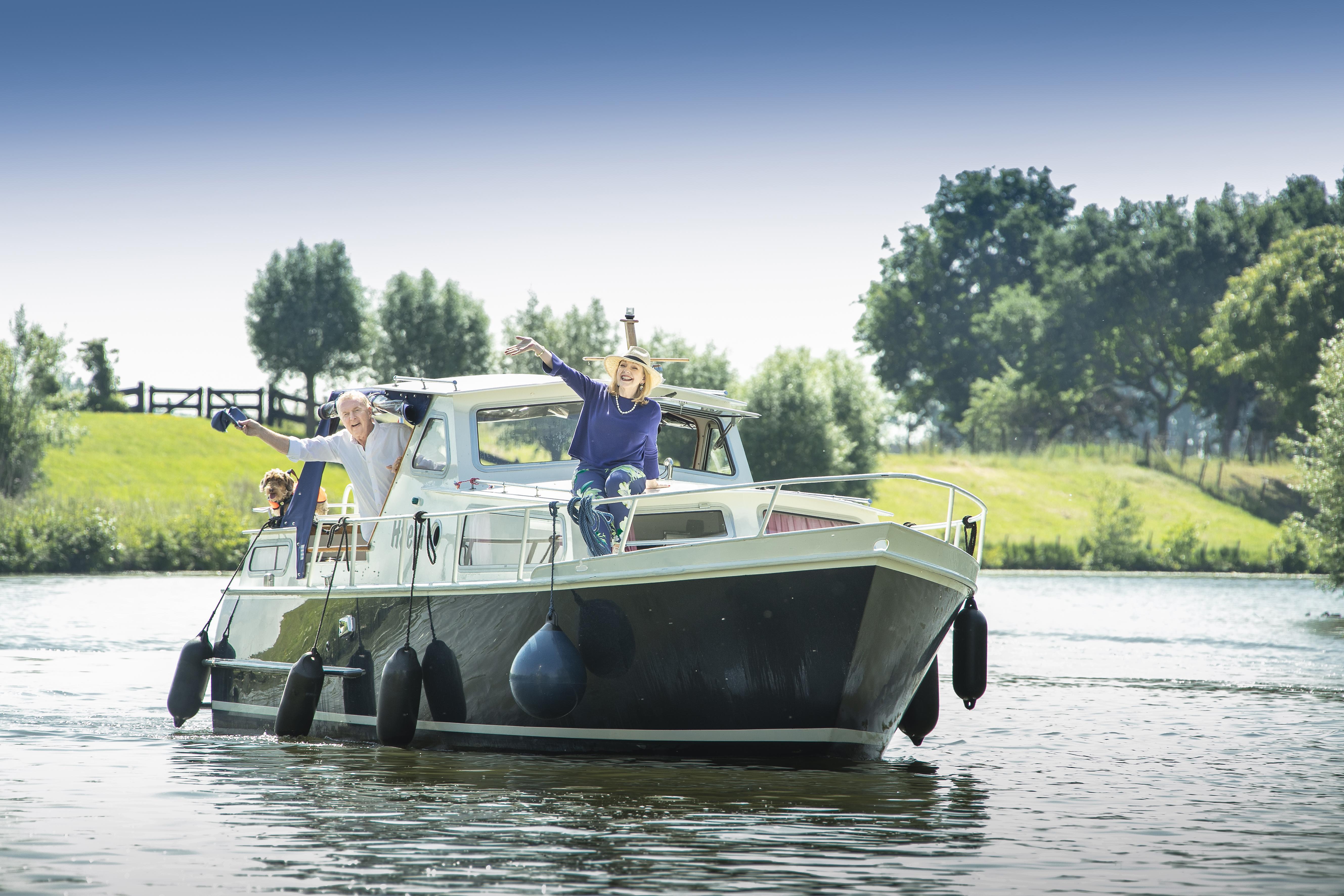André van Duin en Janny van der Heijden roemen Loosdrechtse Plassen en Vecht in Denkend aan Holland