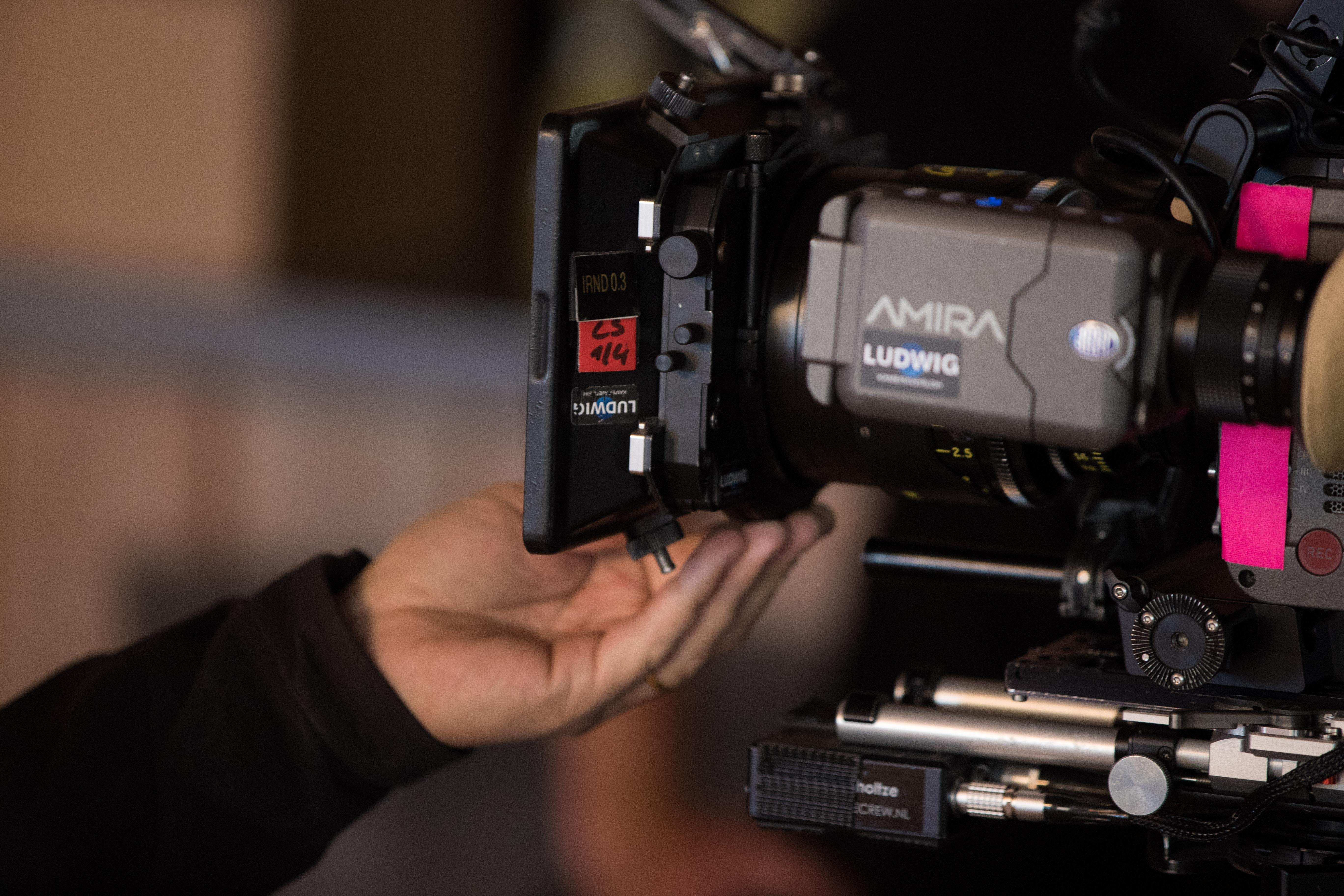 Dieven stelen drie dure camera's van filmploeg in Hilversum