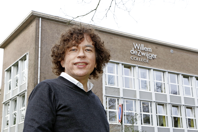 Willem de Zwijger College in Bussum belegt online-bijeenkomst voor docenten na gewelddadigheden door leerlingen; politie adviseert leraren individueel aangifte te doen