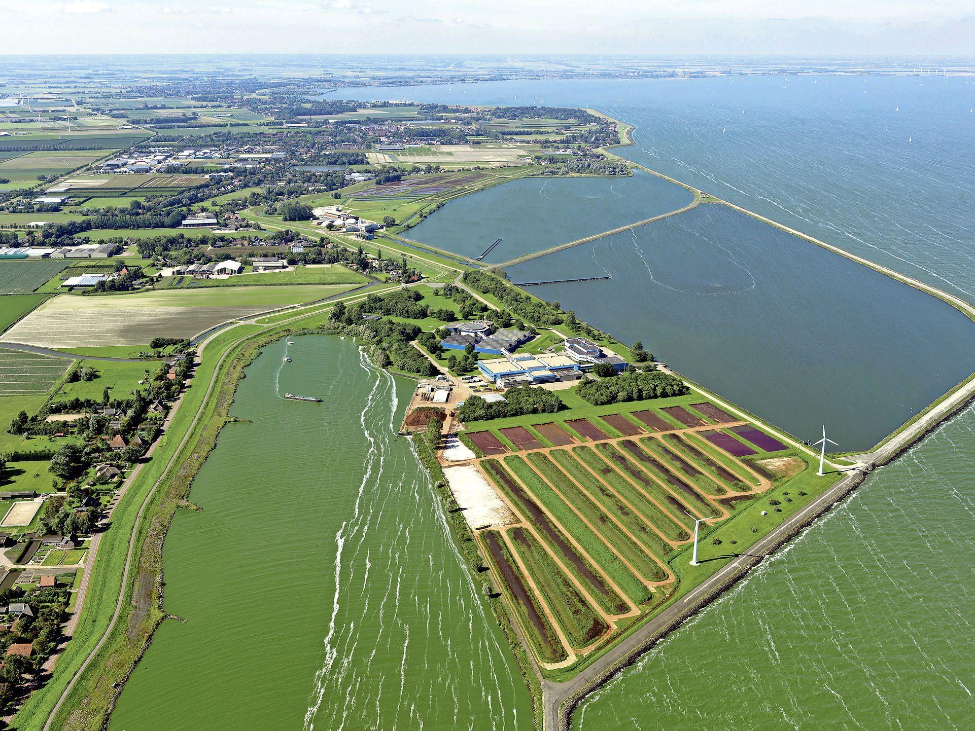 Stede Broec fel tegen idee van zonneweide op atollen in IJsselmeer, uit angst voor afkalving zoetwatervoorziening