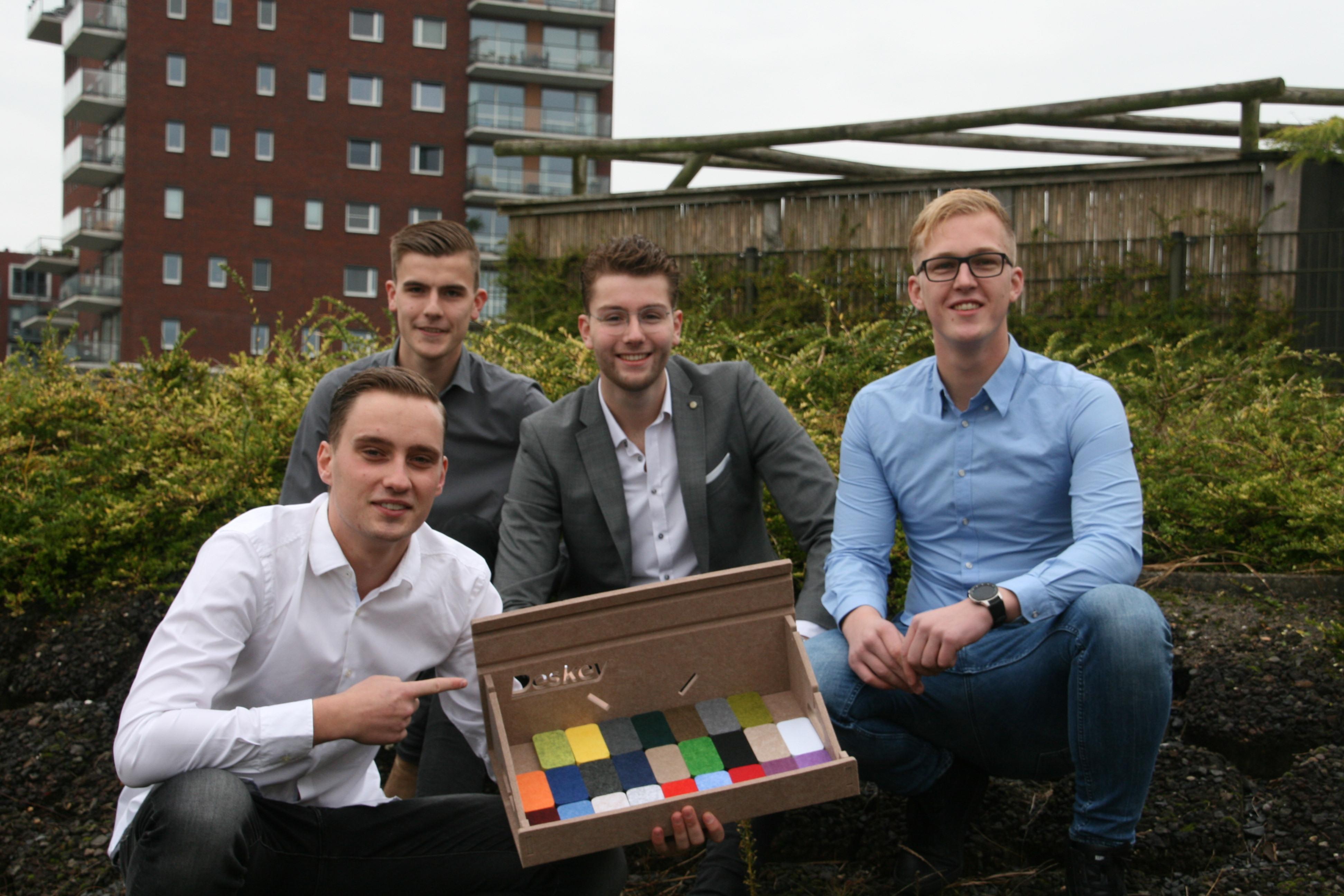 Deze vier studenten halen niet alleen studiepunten, maar lossen de thuiswerksituatie op met de duurzame Deskey: 'We wilden echt iets zinnigs in de markt zetten' [video]