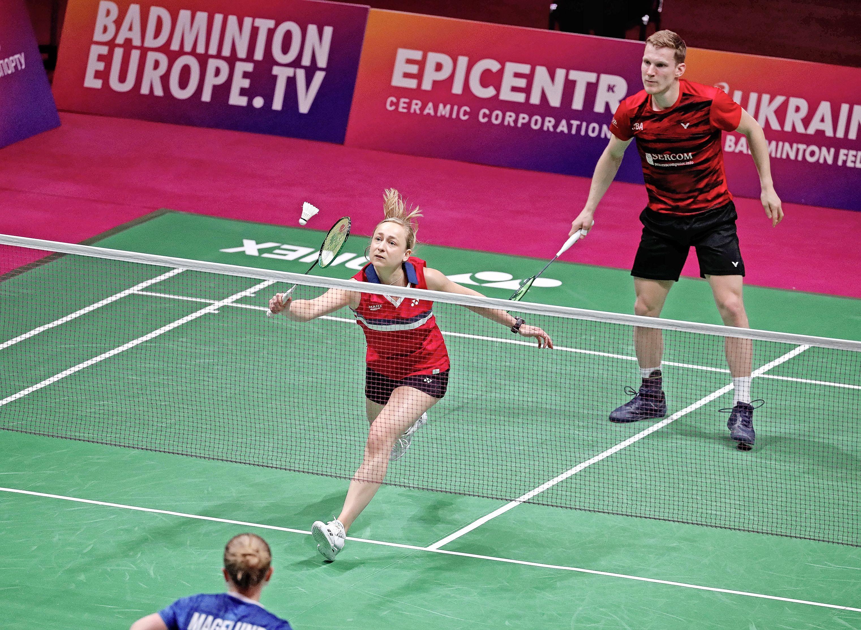 Selena Piek plaatst zich op EK badminton tweemaal voor kwartfinale en doet zo prima zaken richting Tokio [video]