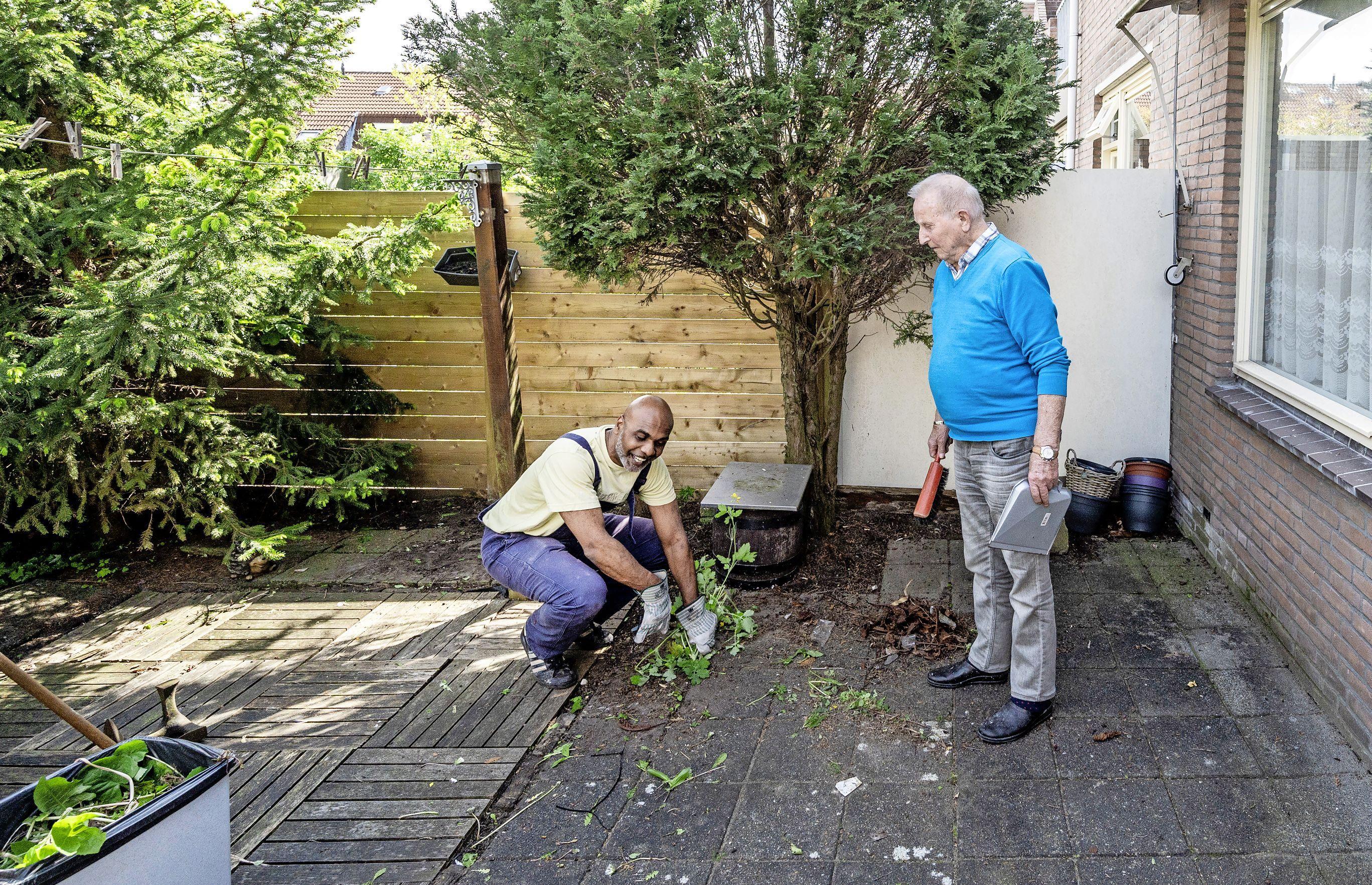 Dankzij TipTopTuinen-initiatief ligt de tuin van Wim Brandts (81) er weer keurig bij. 'Dat vervloekte onkruid is een doorn in het oog'