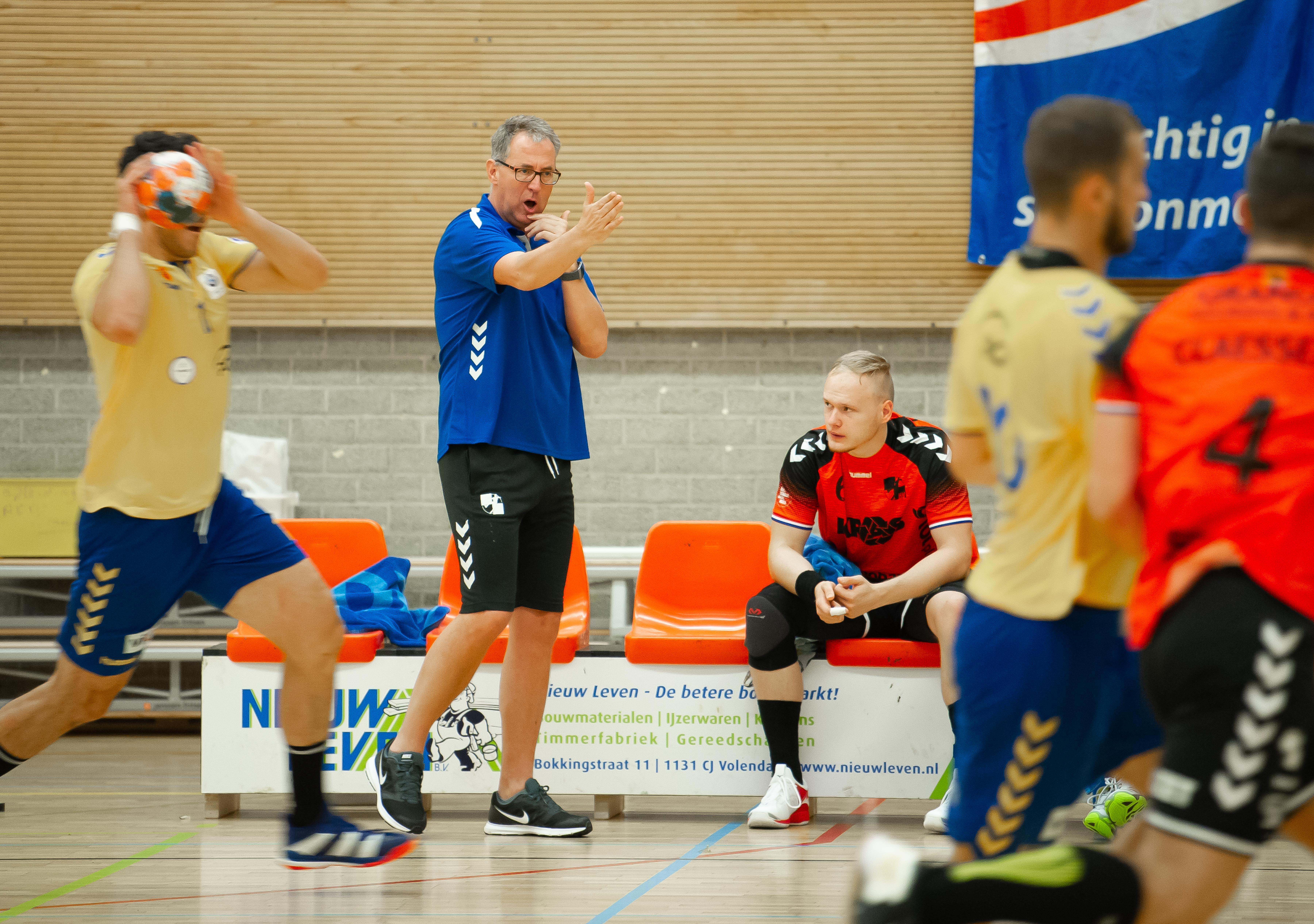 Hans van Dijk per direct weg als trainer eredivisionist HV Volendam: 'De melding dat de groep geen vertrouwen meer heeft in mijn aanpak kwam hard binnen'