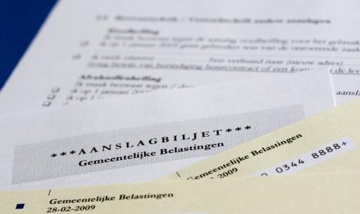 Helderse gedupeerden van toeslagaffaire kunnen rechtstreeks met wethouder Peter de Vrij bellen, Belastingdienst mag vanwege privacy gegevens niet doorspelen naar gemeenten