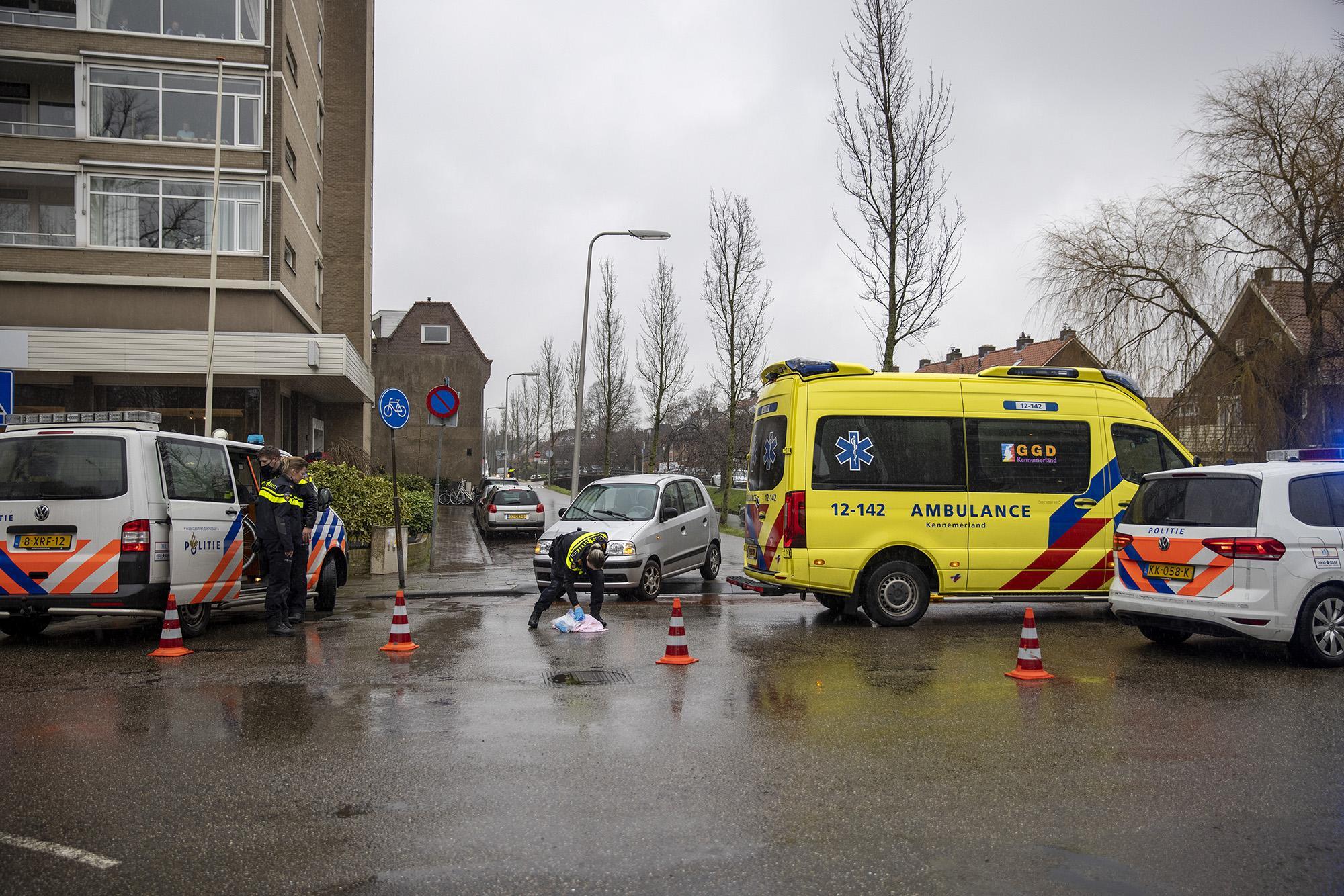 Fietser komt lelijk ten val na aanrijding met auto op Kerklaan in Heemstede