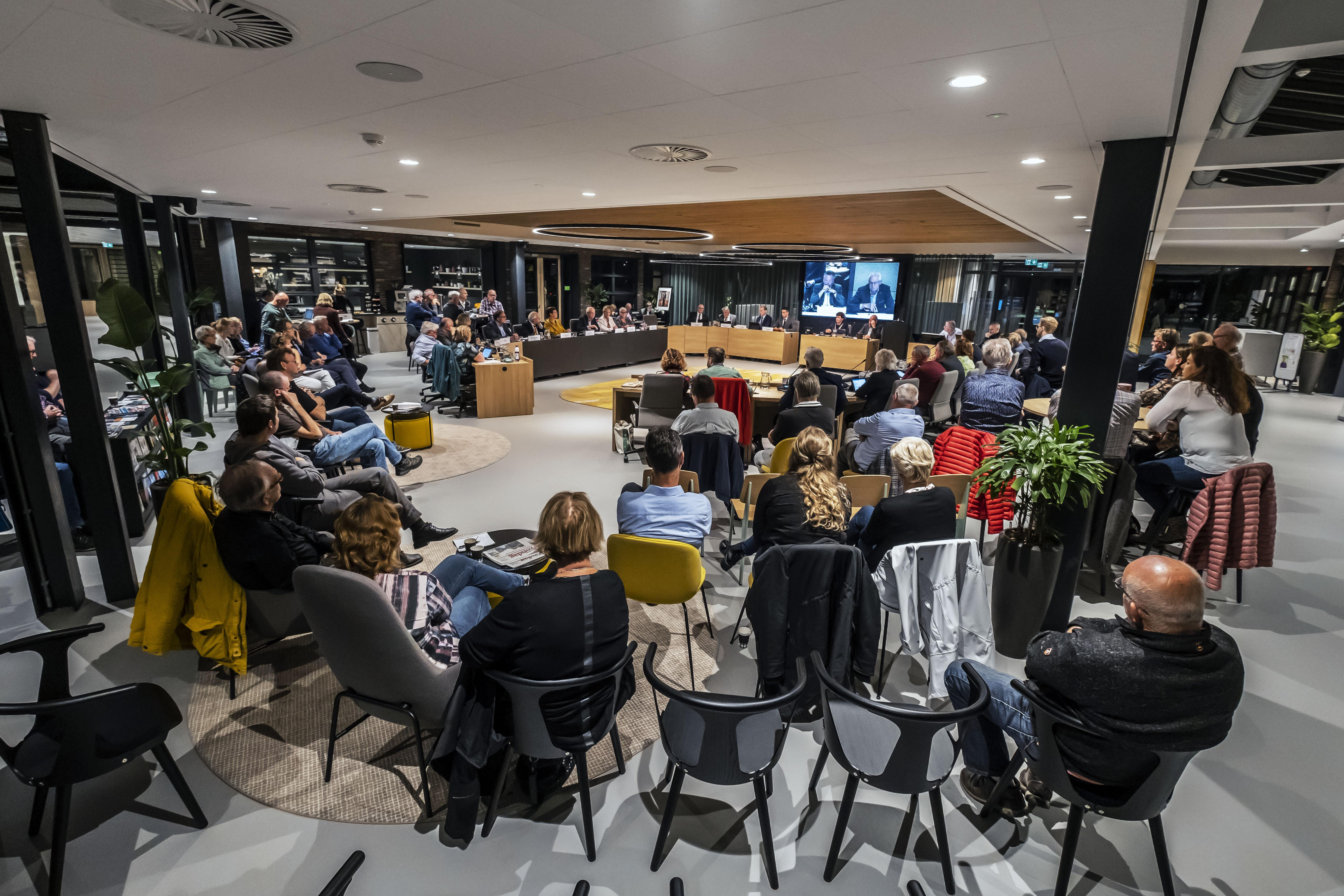 Raad Langedijk tijdens korzelige vergadering akkoord met herindeling: huwelijk met Heerhugowaard