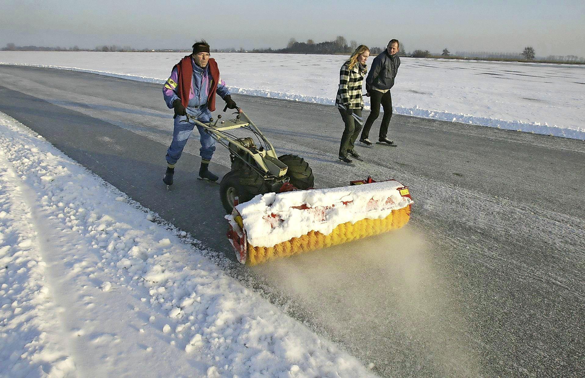 Liever niet met de auto naar een schaatsplek in de polder of bij plassen in Rijn- en Veenstreek