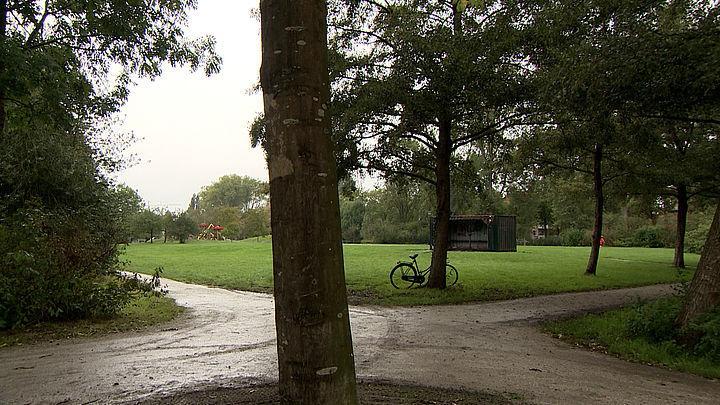 Politie zoekt drie jonge overvallers die in september groepje tieners in Roomburgerpark bedreigden