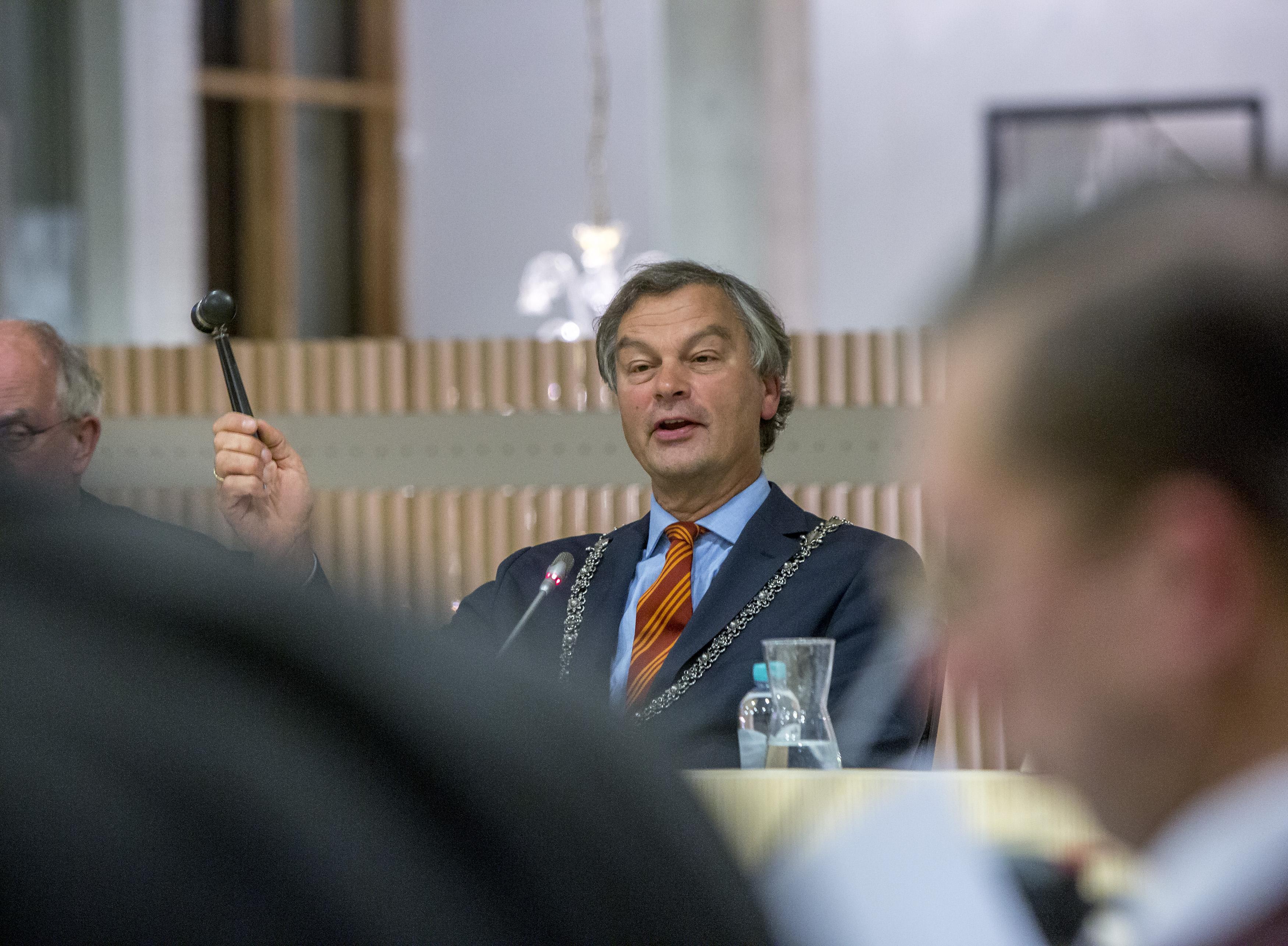 Burgemeester Schneiders: Slewe en Roos zijn 'de stoorzenders' in Bloemendaal