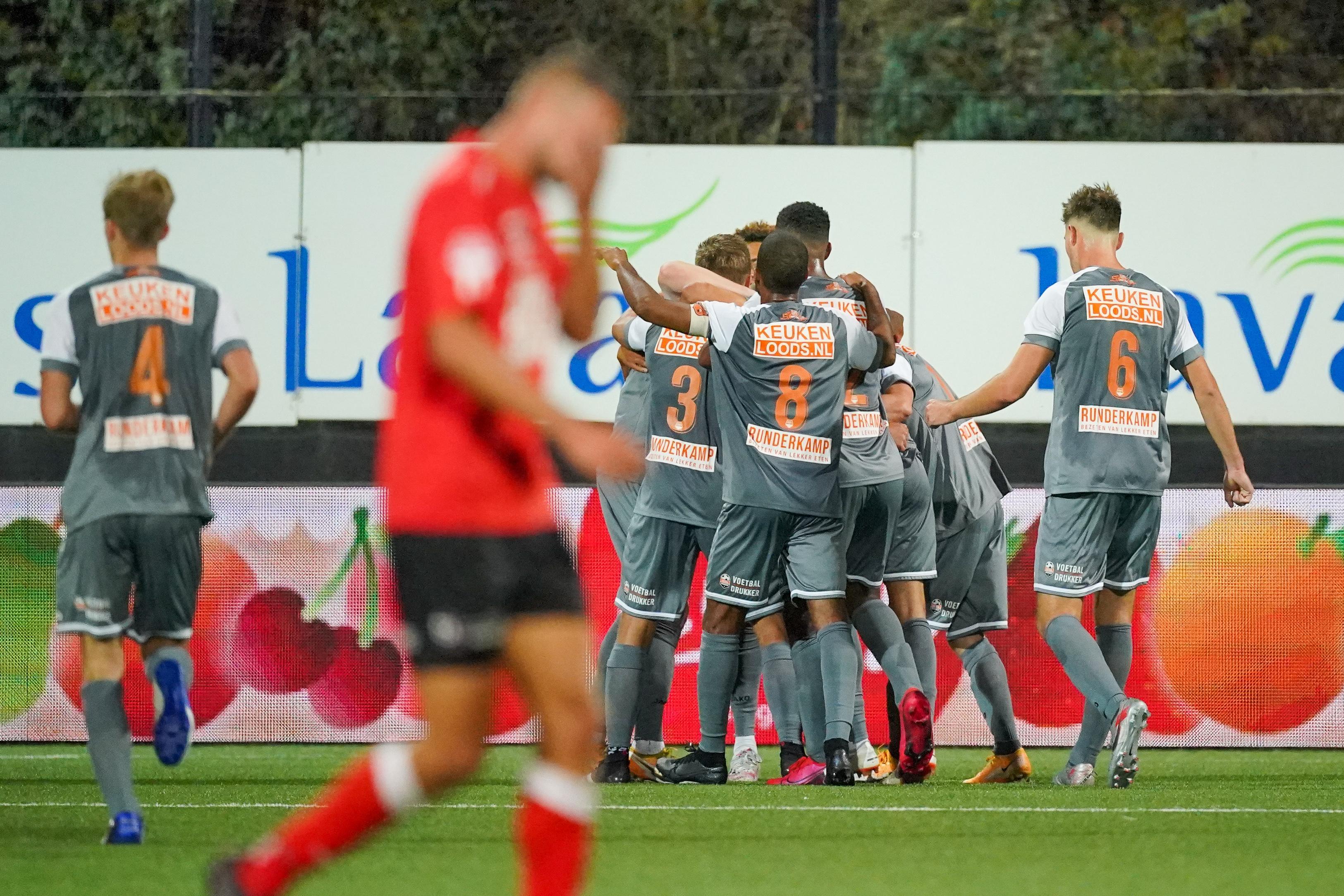 Volendams volksfeest na treffer Nick Doodeman diep in blessuretijd: 'Een winnend doelpunt in de laatste minuut voelt altijd extra lekker'
