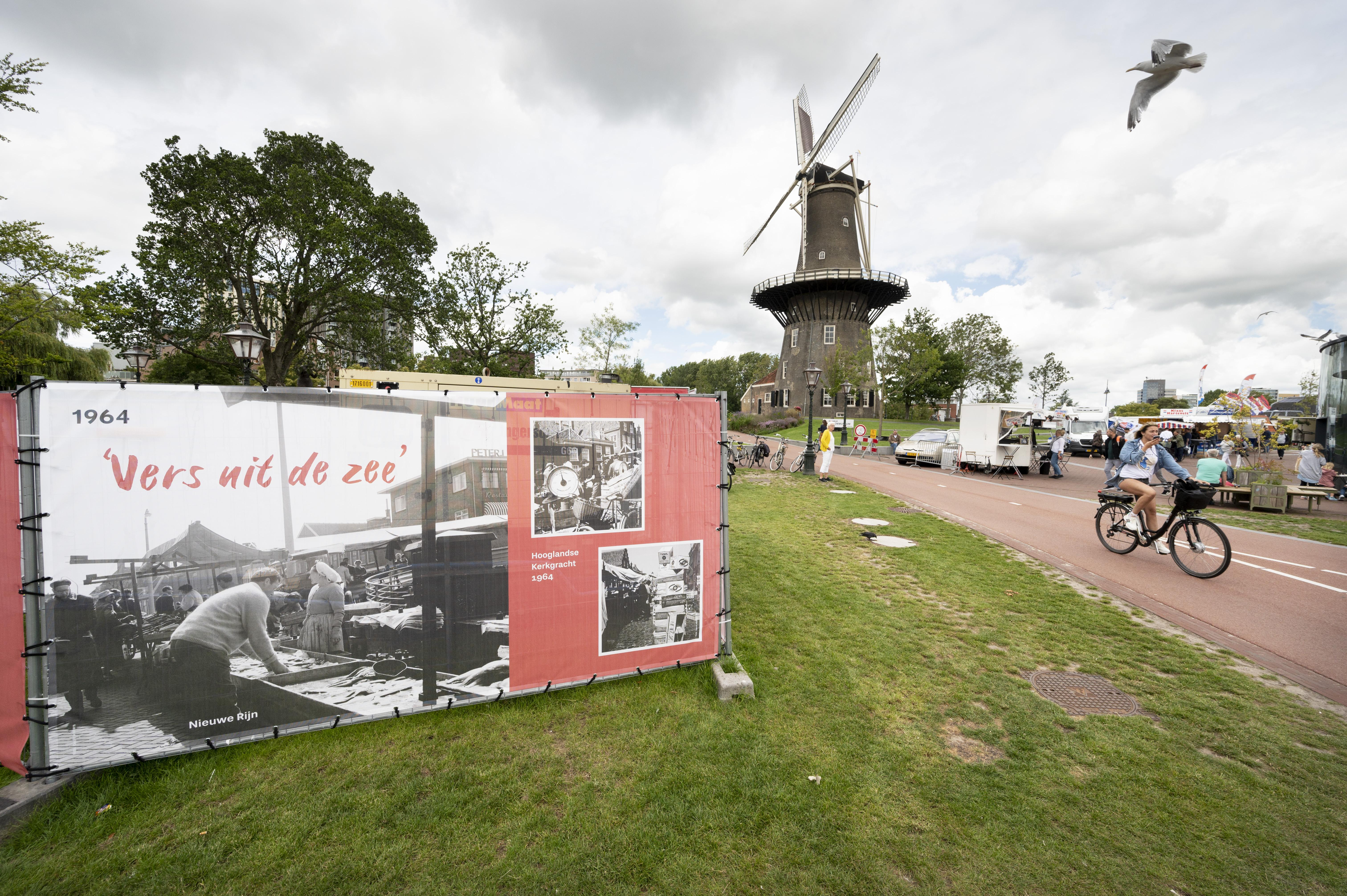 Foto's tentoongesteld op de Lammermarkt: negen eeuwen markt in Leiden