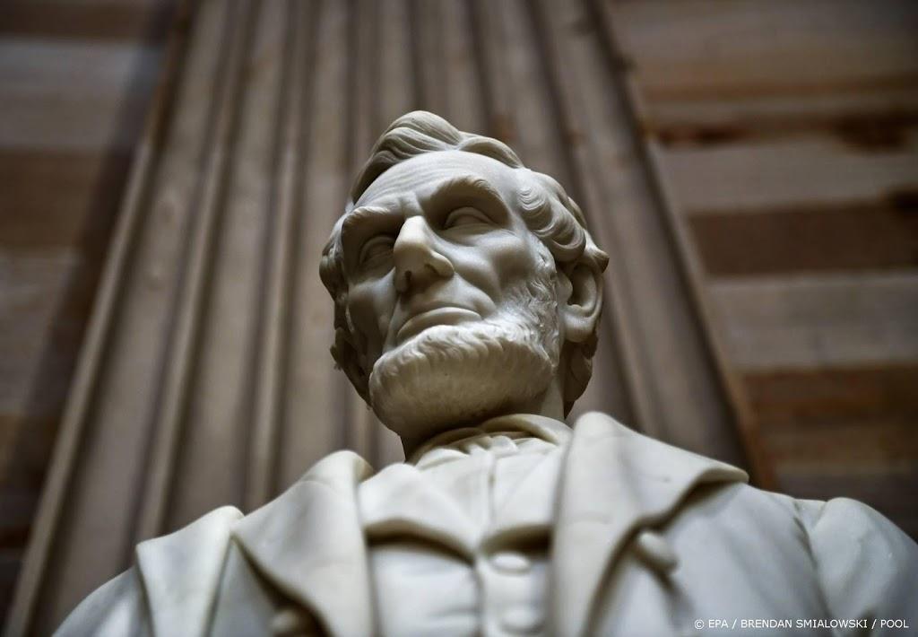 Relschoppers in Oregon halen standbeeld Abraham Lincoln neer