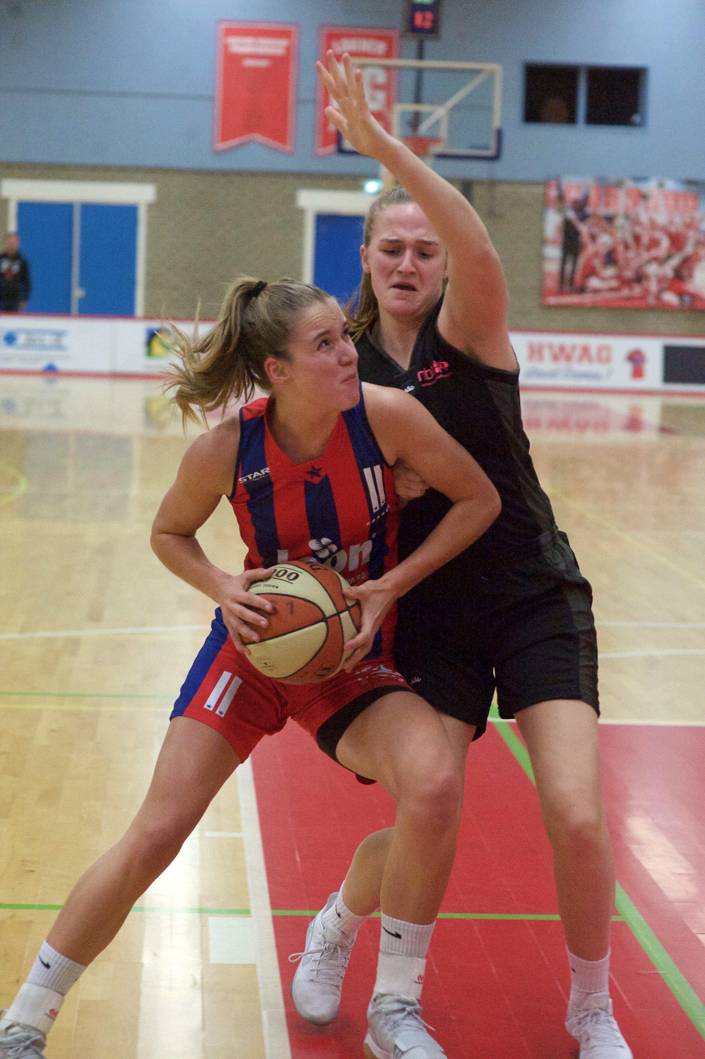 Lions-basketbalster Charlotte van Kleefwacht nog altijd op debuut als international: 'Ik zal er een stapje bij moeten zetten'